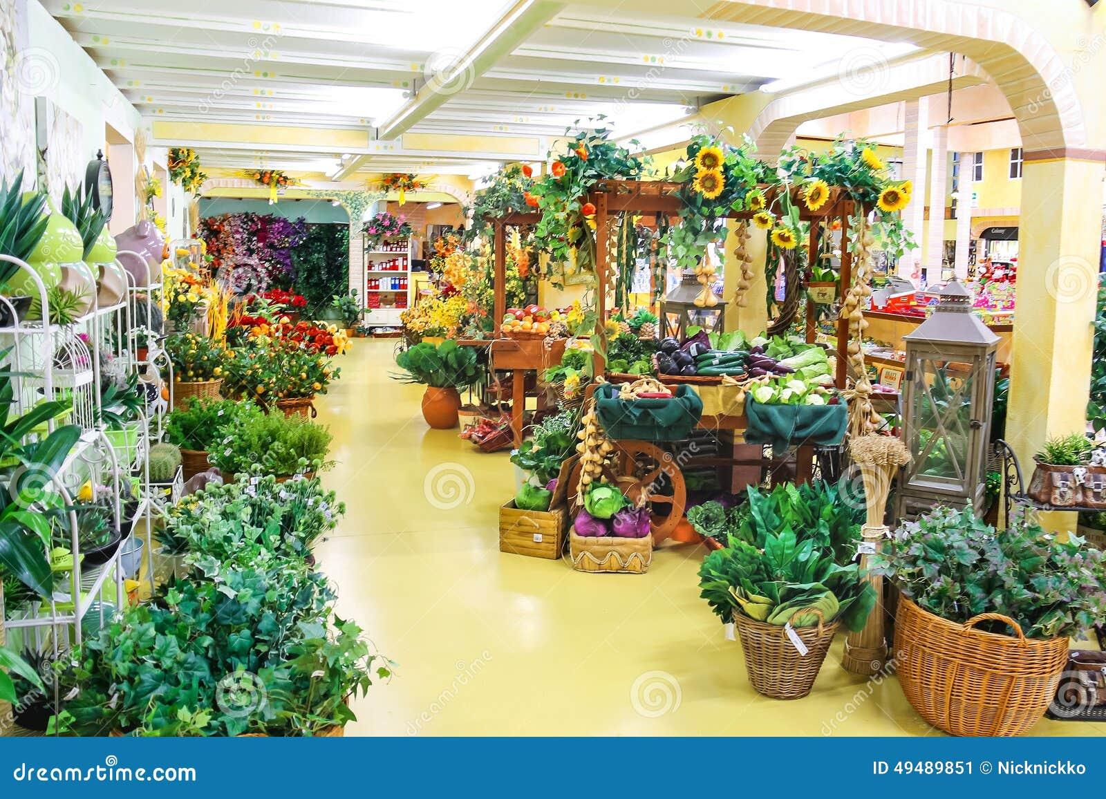 Ornamental plants in the garden center mondoverde taneto for Idea center dilshad garden