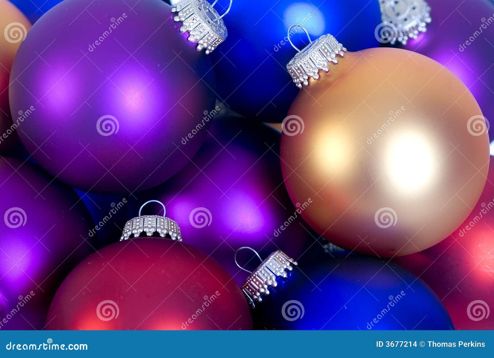 Download Ornamenti di natale fotografia stock. Immagine di regalo - 3677214