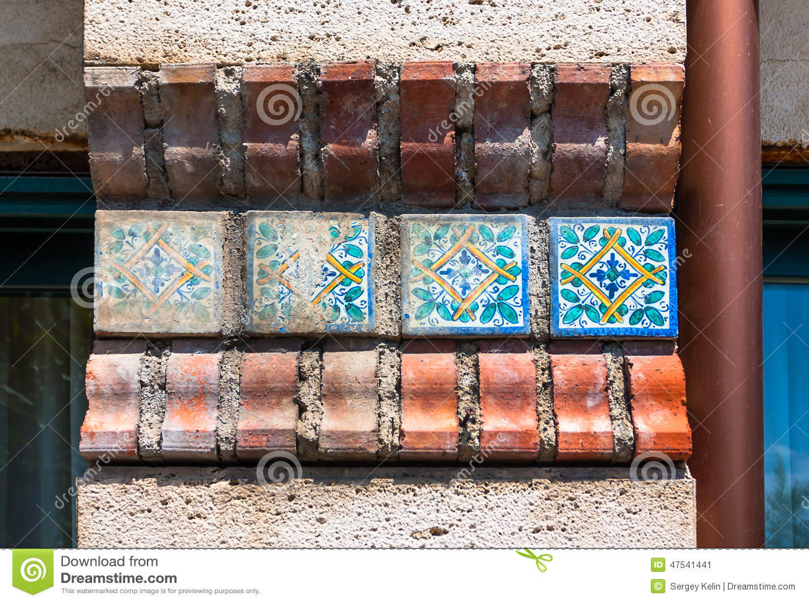 Ornamenti utilizzati in vecchie piastrelle di ceramica siciliane ed