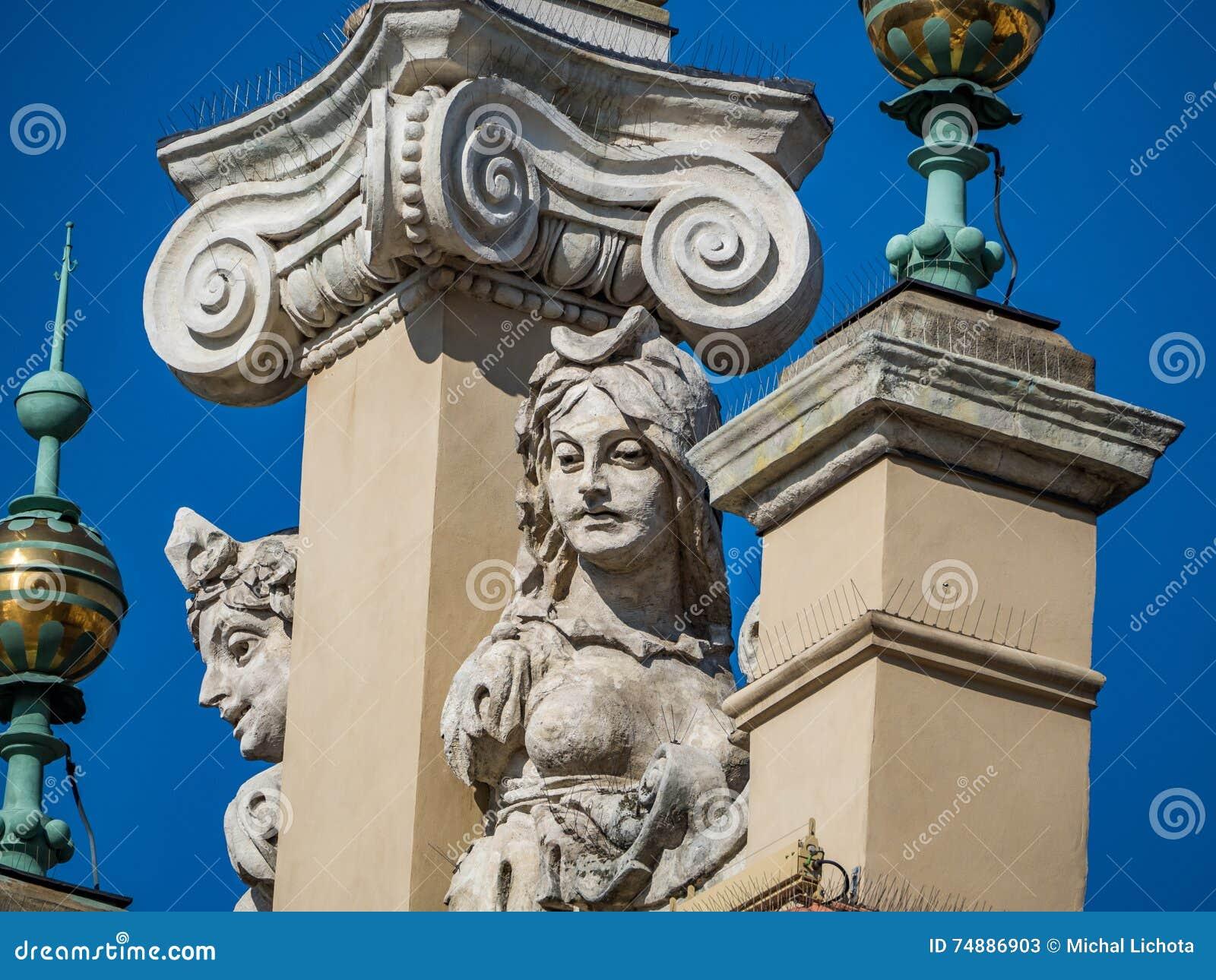 Ornamento barrocos em um telhado