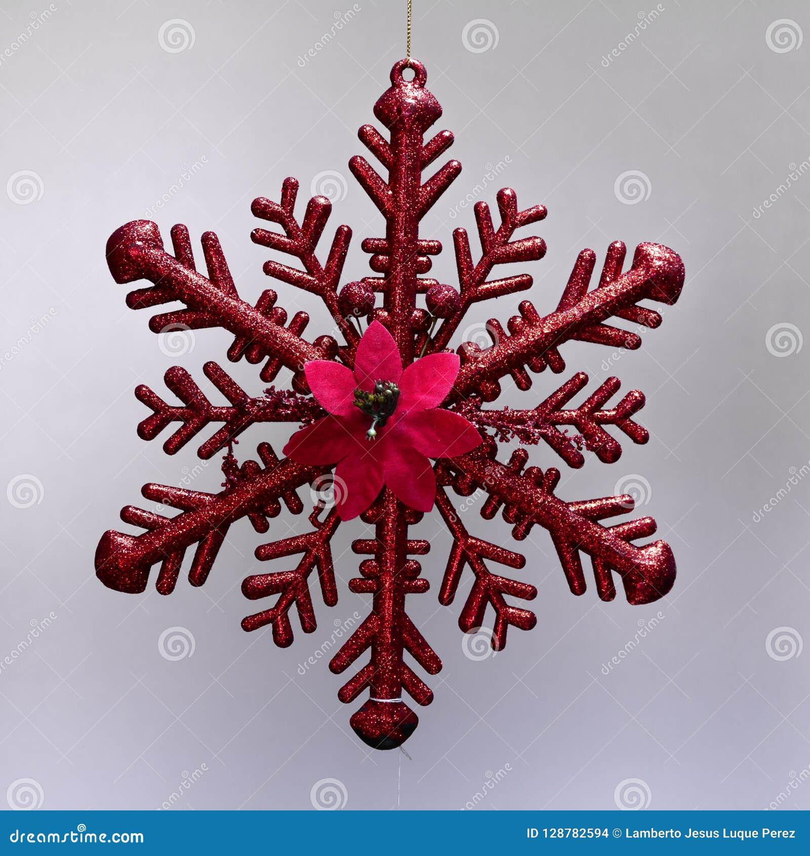 Ornamento de la Navidad que cuelga la estrella roja del hielo con brillo
