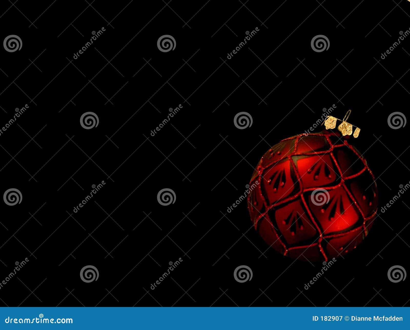 Ornamento rojo de la Navidad en negro