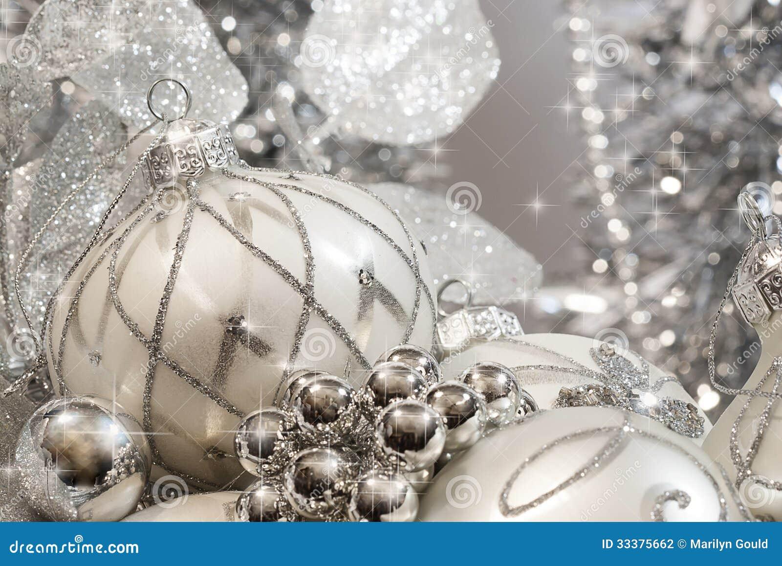 Ornamentos de marfil de plata de la navidad fotograf a de - Ornamentos de navidad ...