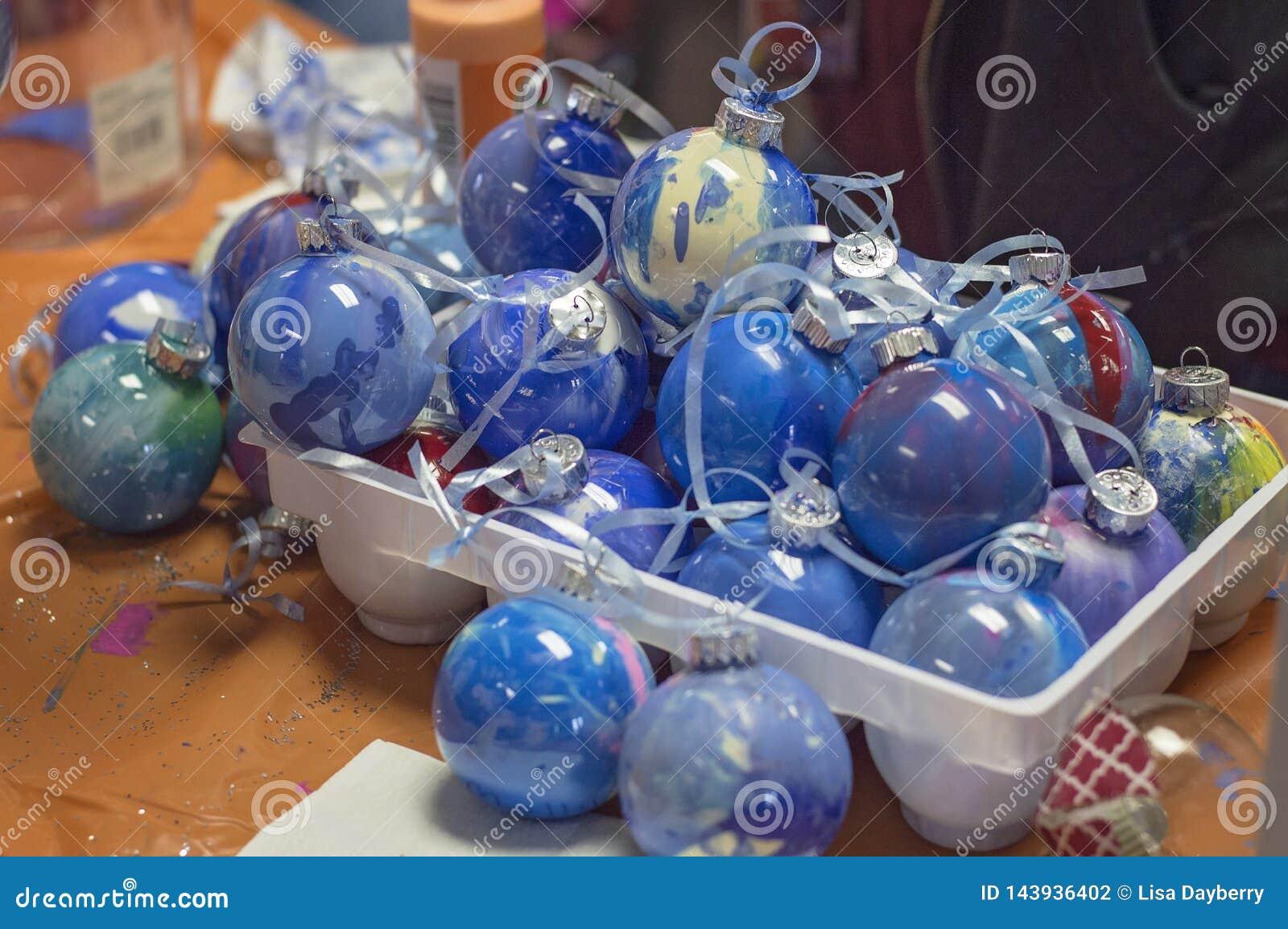 Ornamentos pintados la Navidad azul