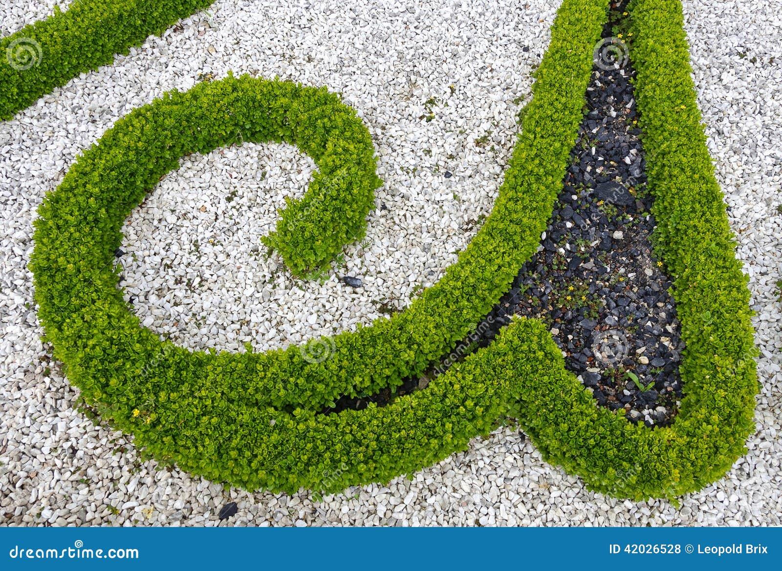 Ornement dans un jardin baroque photo stock image 42026528 for Ornement de jardin