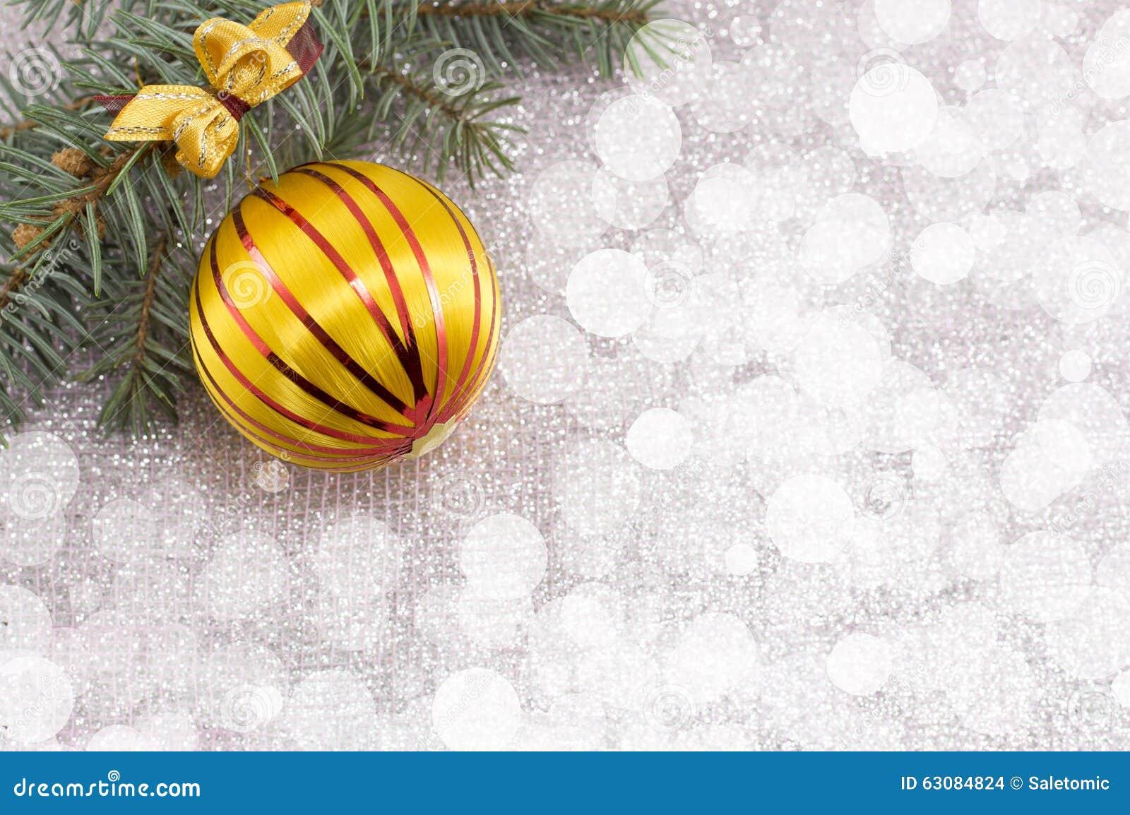 Download Ornement De Noël Et Arbre De Sapin Sur Le Fond De Scintillement Brillant Photo stock - Image du lustré, lumière: 63084824