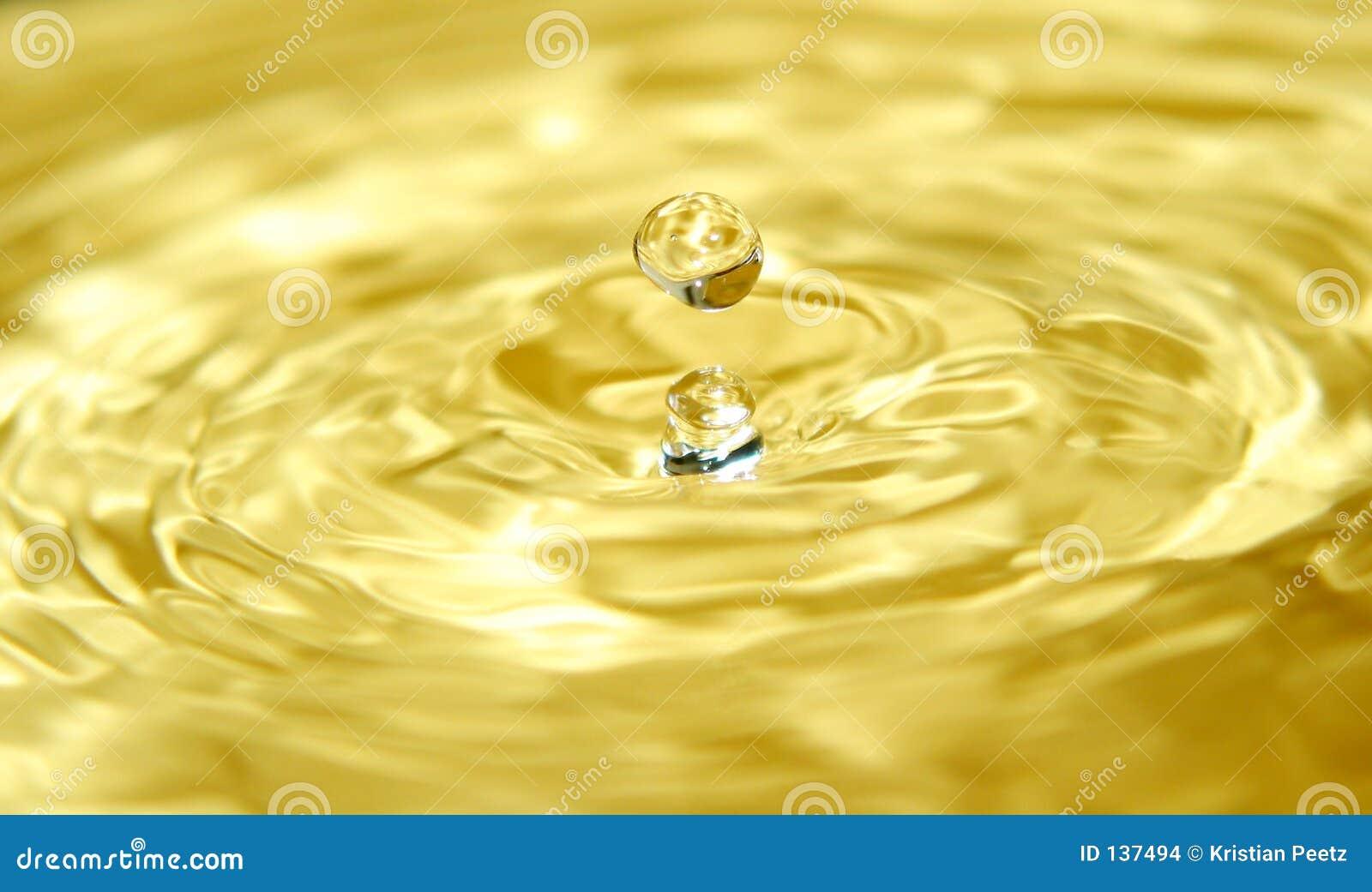 Oro líquido y una gota