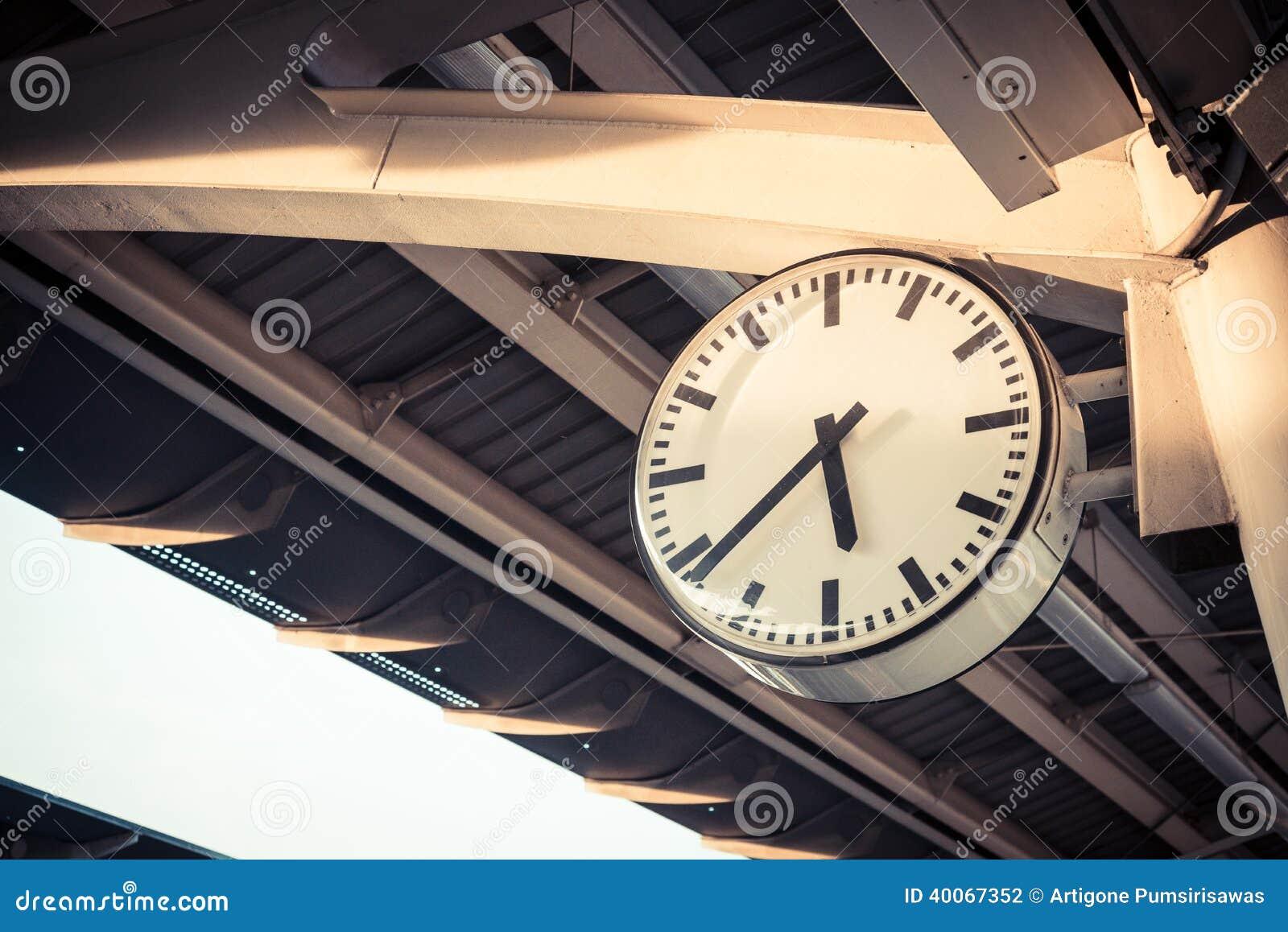 Orologio alla stazione ferroviaria