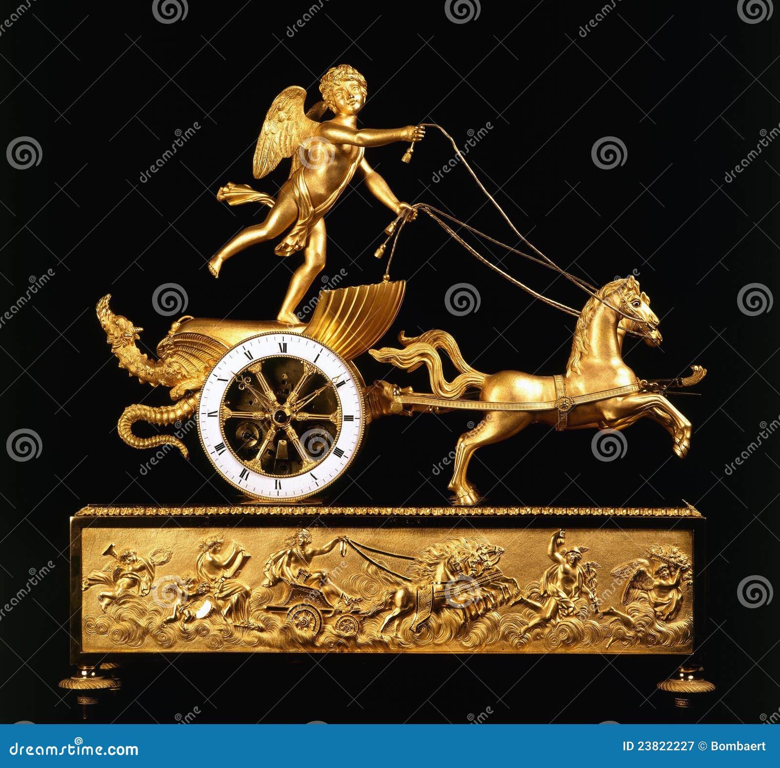 Orologio Antico Con Gli Angeli Ed I Cavalli Fotografia Stock ...