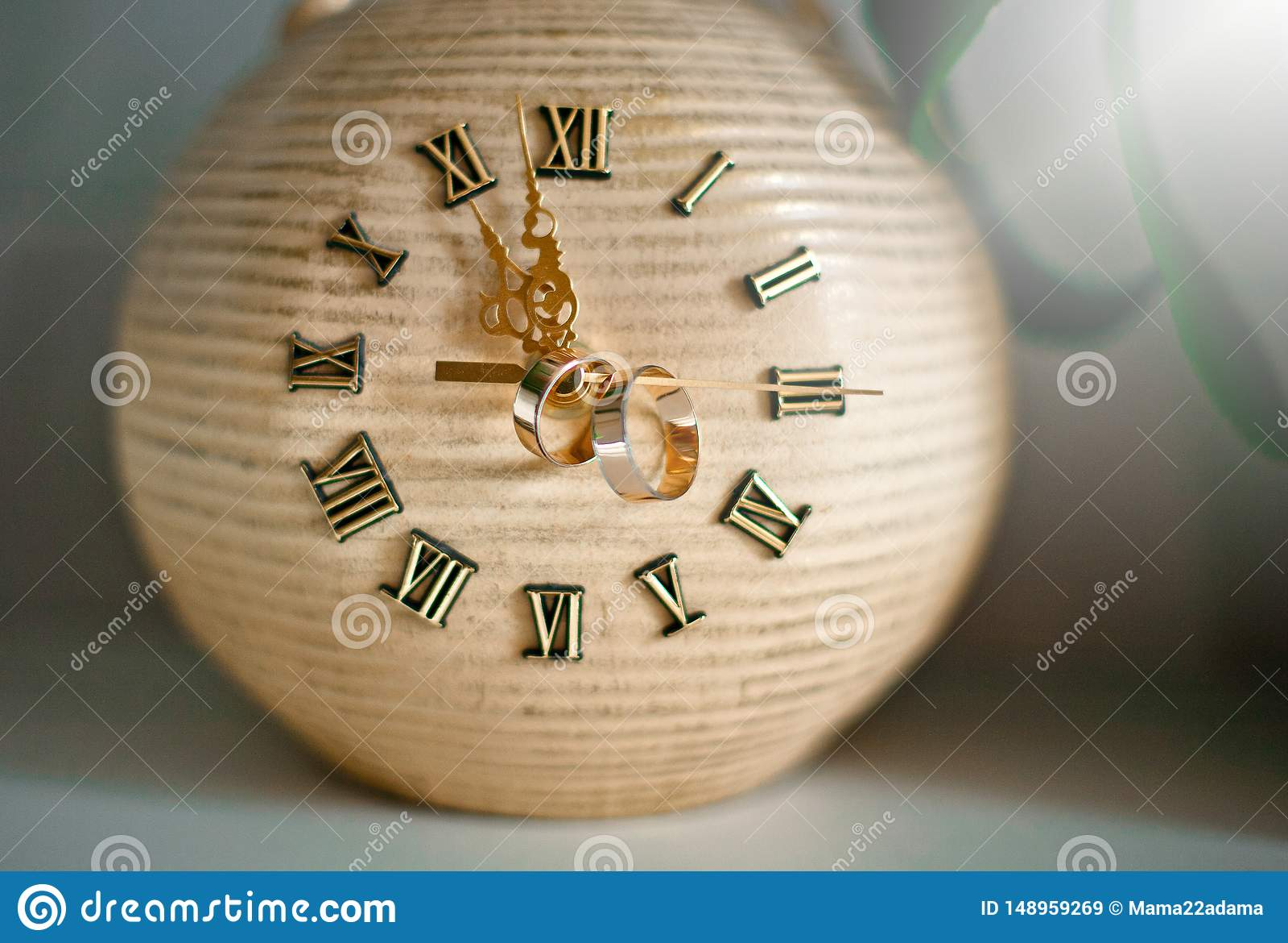 Orologio d annata con gli anelli sulle frecce