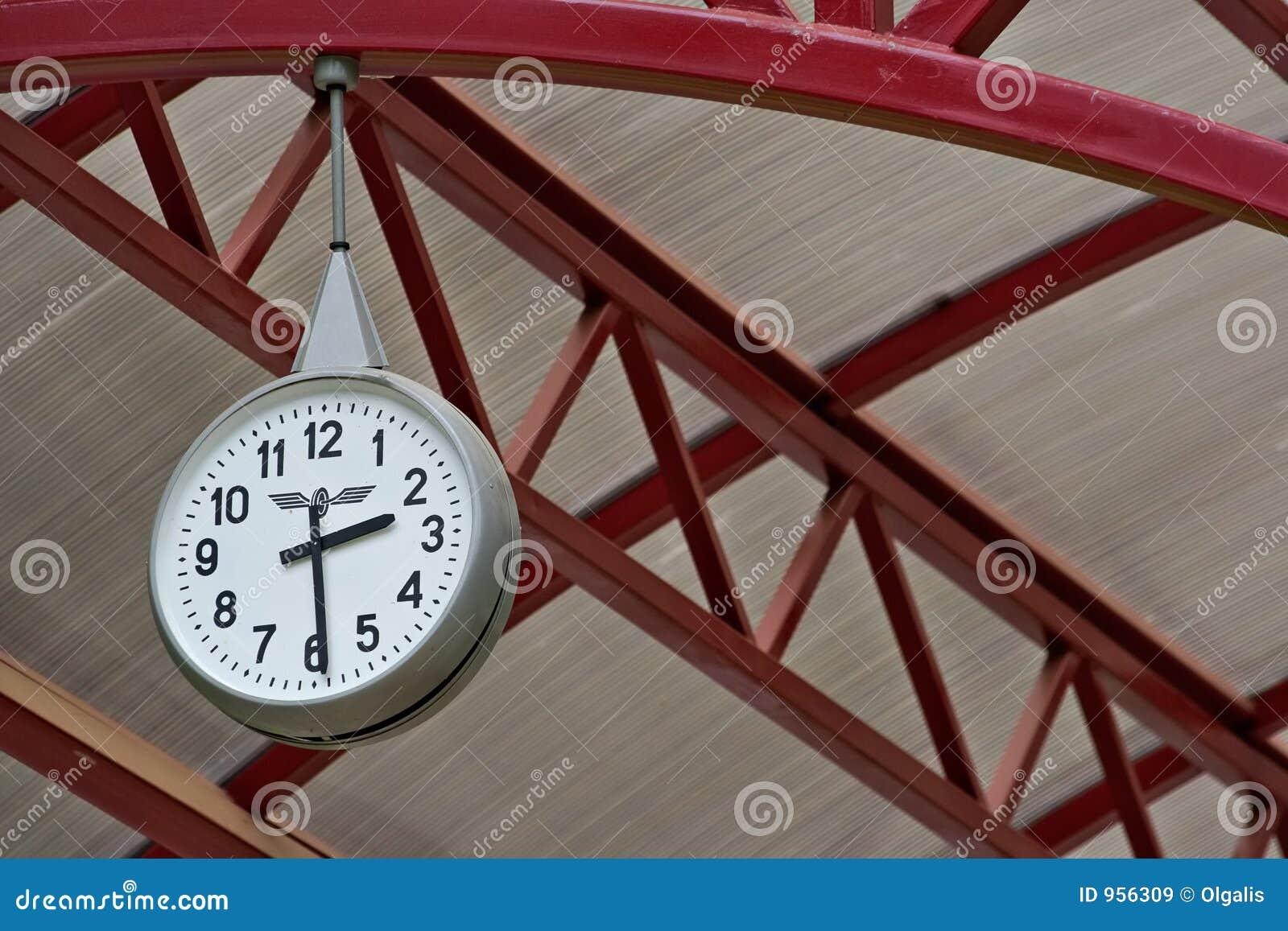 Orologio della stazione ferroviaria immagini stock libere for Orologio da stazione