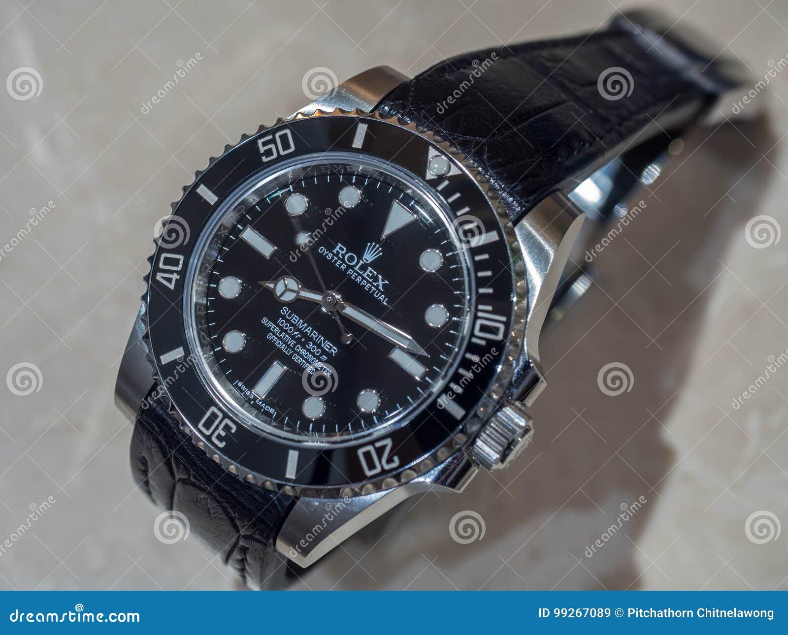 6be2d99e08529b BANGKOK - 2 SETTEMBRE: Il sommergibilista di Rolex nessun modello della  data con l'alligatore che la cinghia di cuoio mette sulla pietra di marmo  crema era ...
