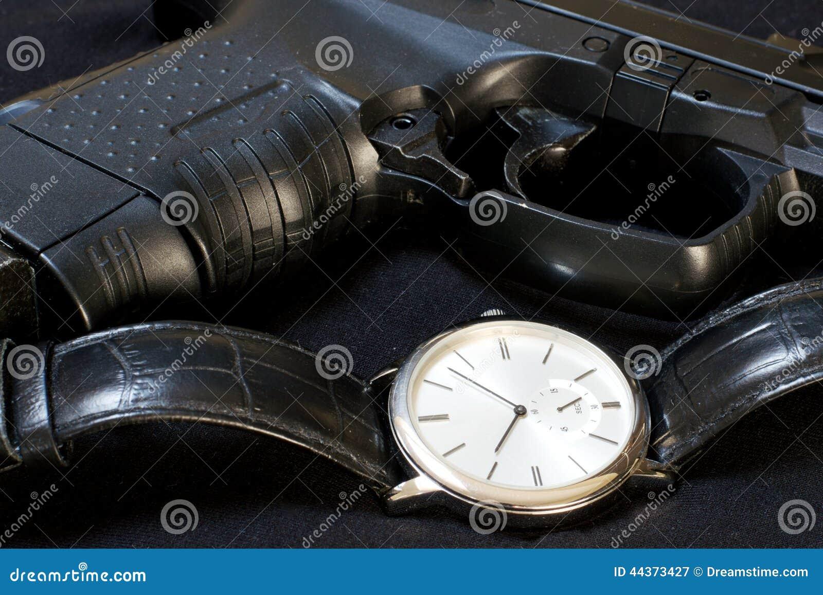 Orologio e pistola