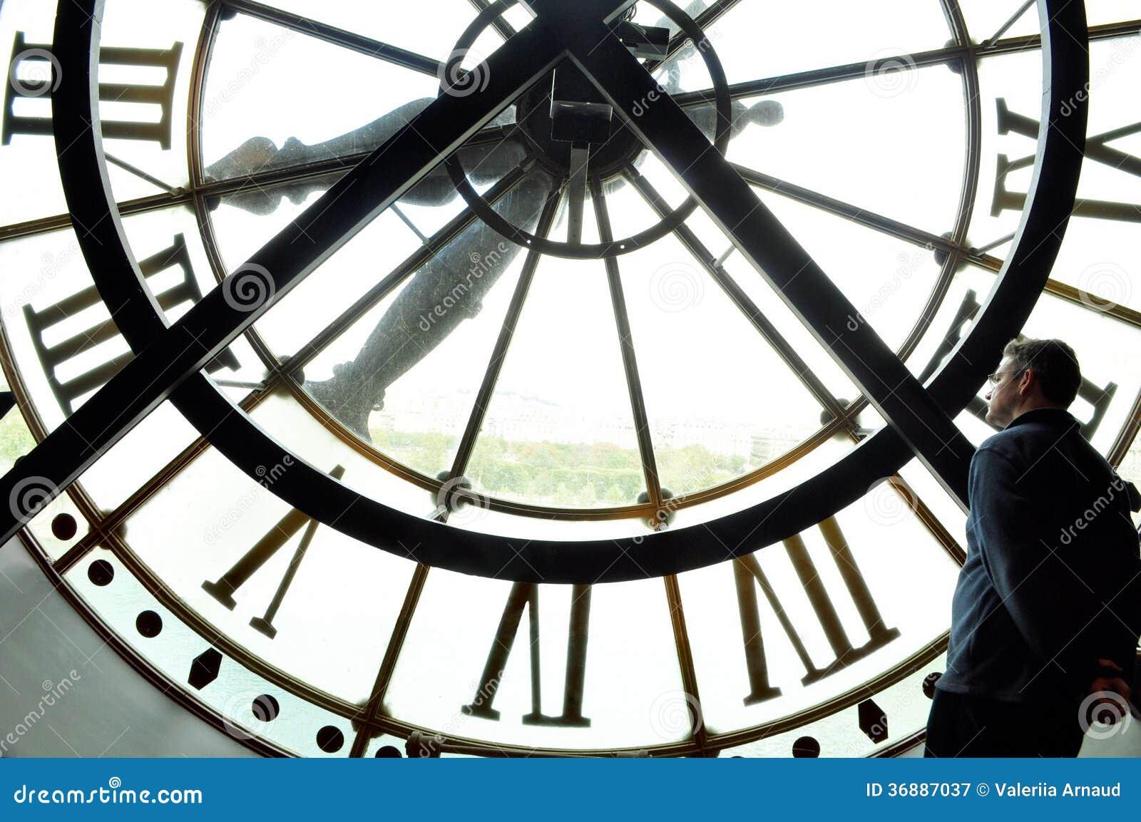 Download Orologio Enorme Con Un Uomo Immagine Stock - Immagine di morte, futuro: 36887037