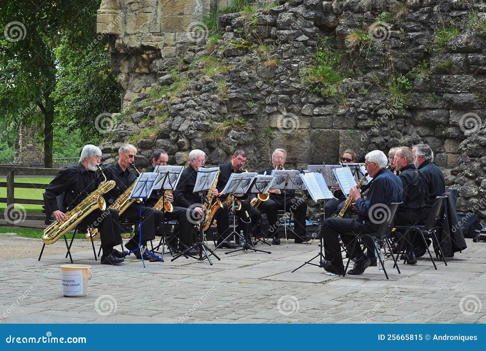 Orquesta del saxofón del aire abierto