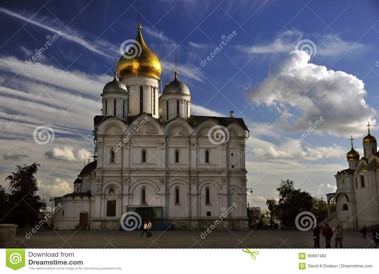 Orthodoxe Kathedraal, het Kremlin, Moskou, Rusland, met Wolken