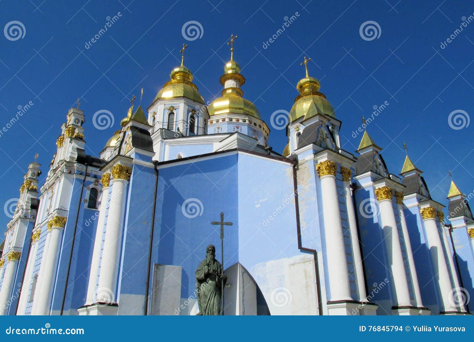 Ortodox kristen kyrka med Golden Dome
