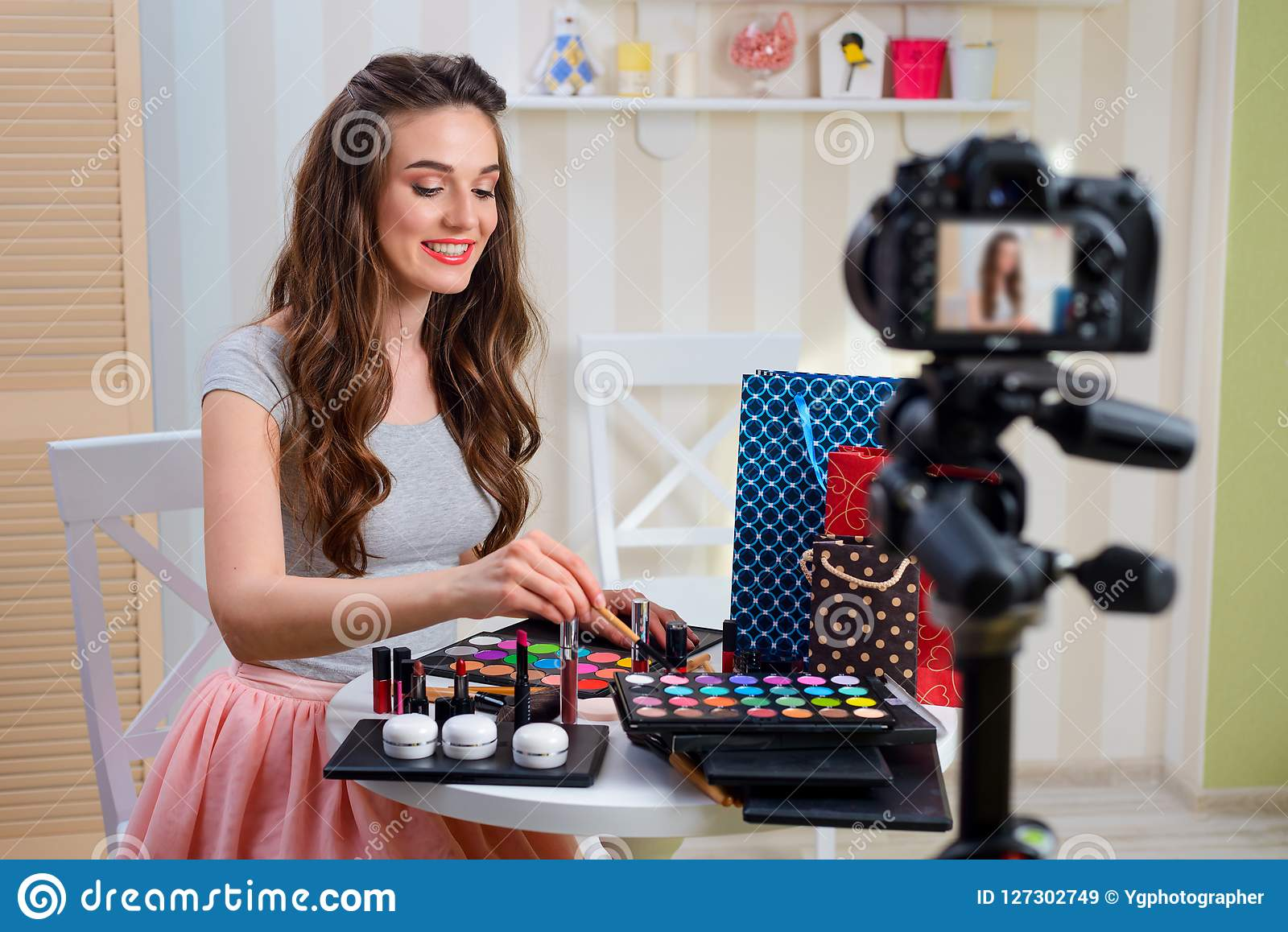 Orubblig makeup för skönhetbloggerinspelning