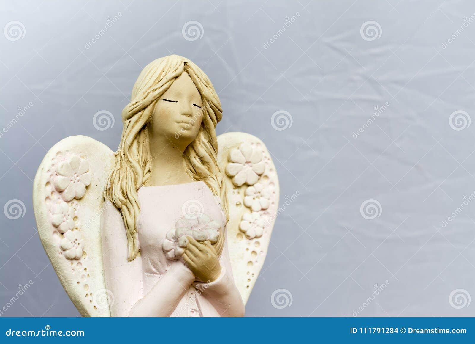 Os anjos estão rezando para nós