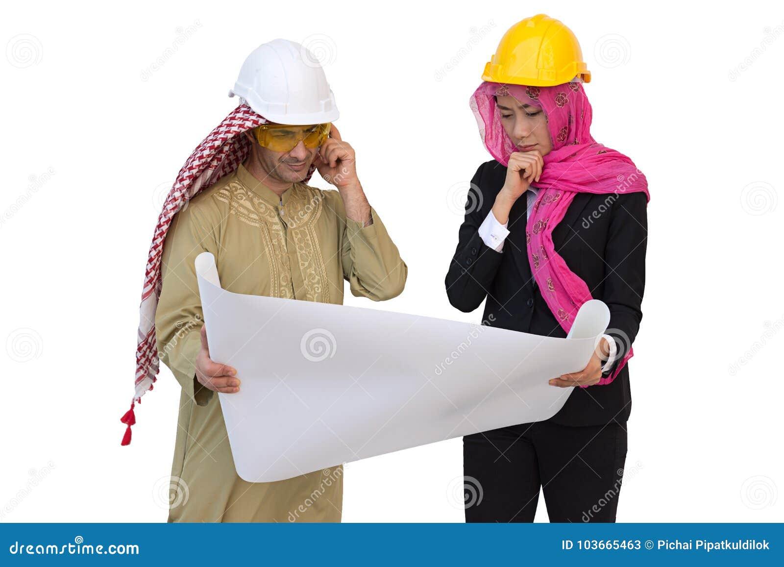 Os arquitetos árabes estão planejando o projeto novo wi isolados do fundo