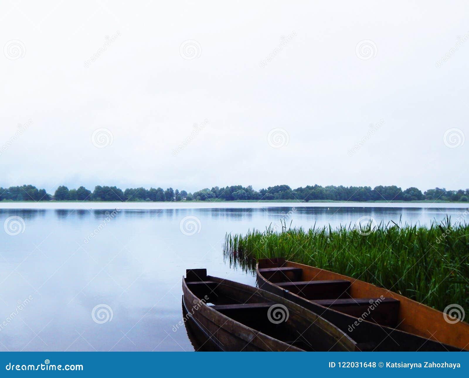 Os barcos no lago
