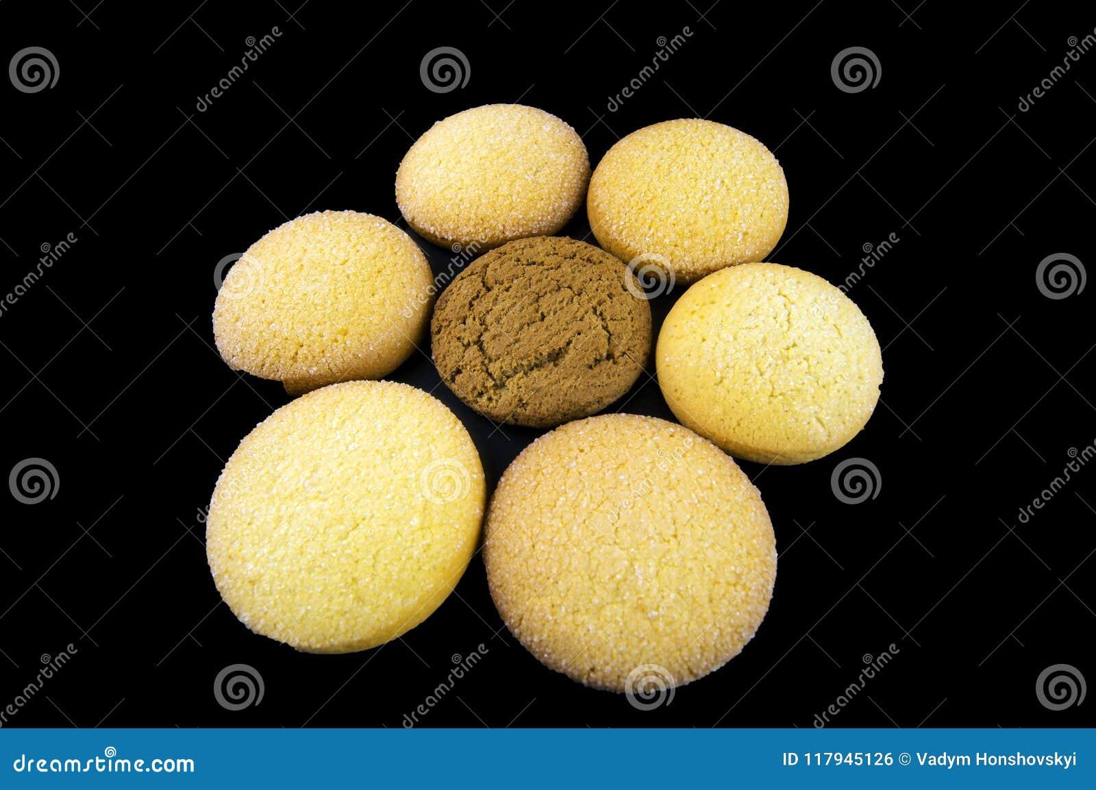 Os biscoitos da farinha de aveia e do milho são apresentados sob a forma de uma flor