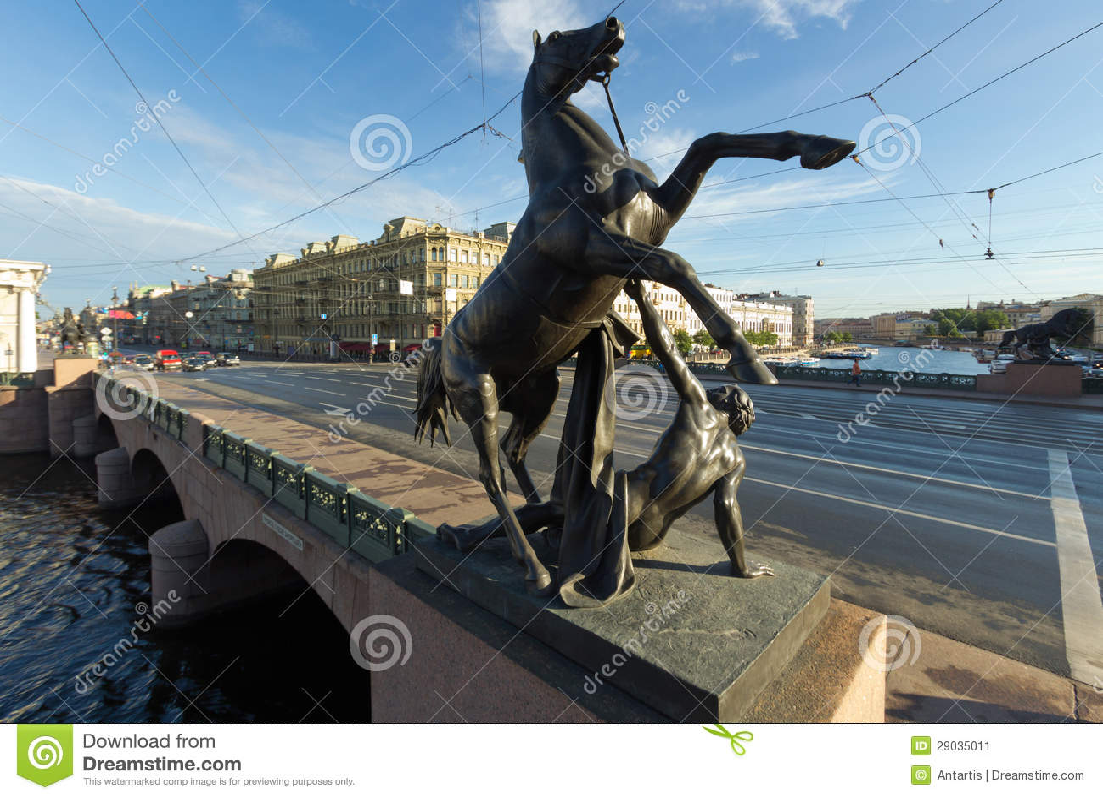 Os cavalos de Klod na ponte de Anichkov, St Petersburg, Rússia