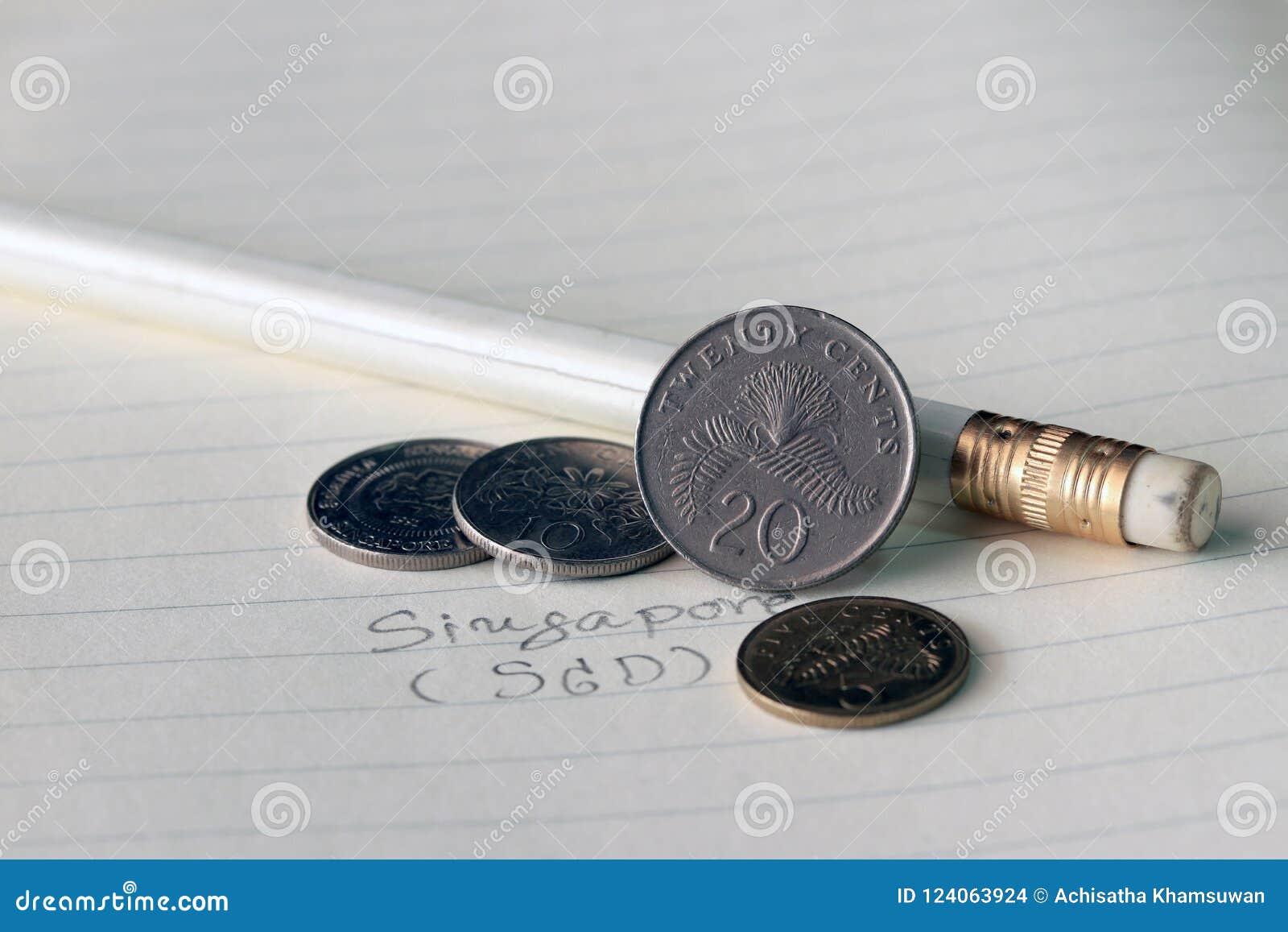 Os centavos de Singapura inventam no SGD do anverso com o lápis preto e branco no livro