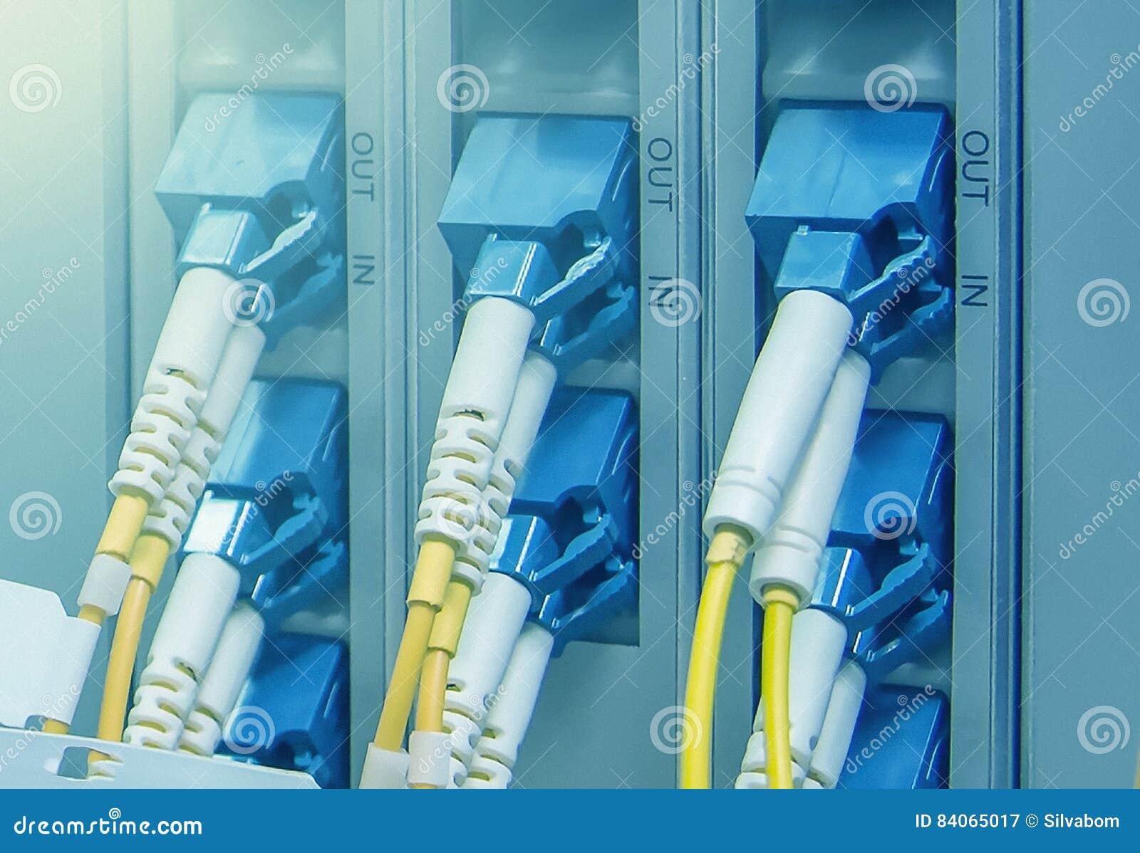 Os conectores óticos do SC obstruem em portos óticos do telecommunicati