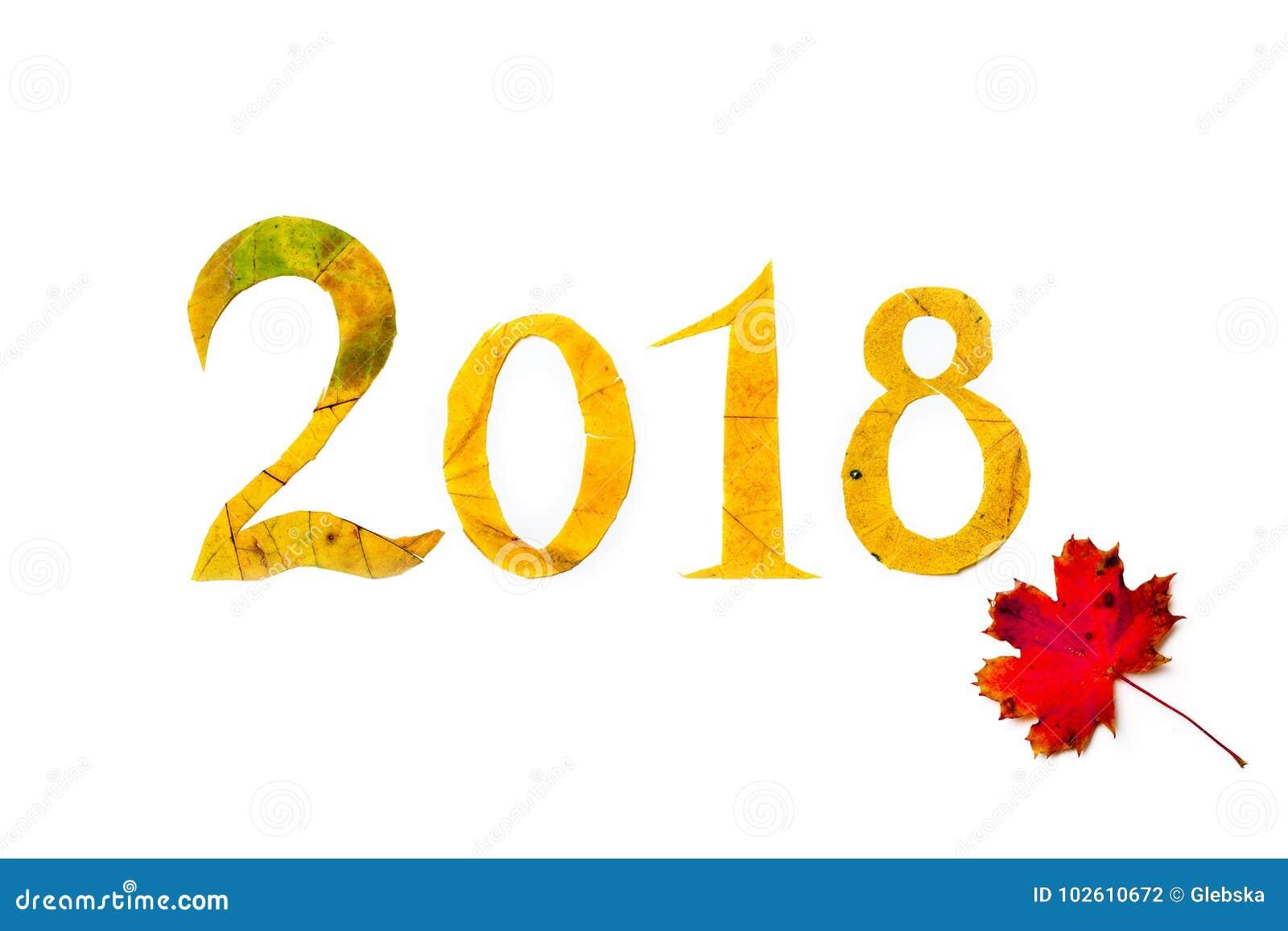 2018 os dígitos cinzelaram das folhas de bordo amarelas no fundo branco