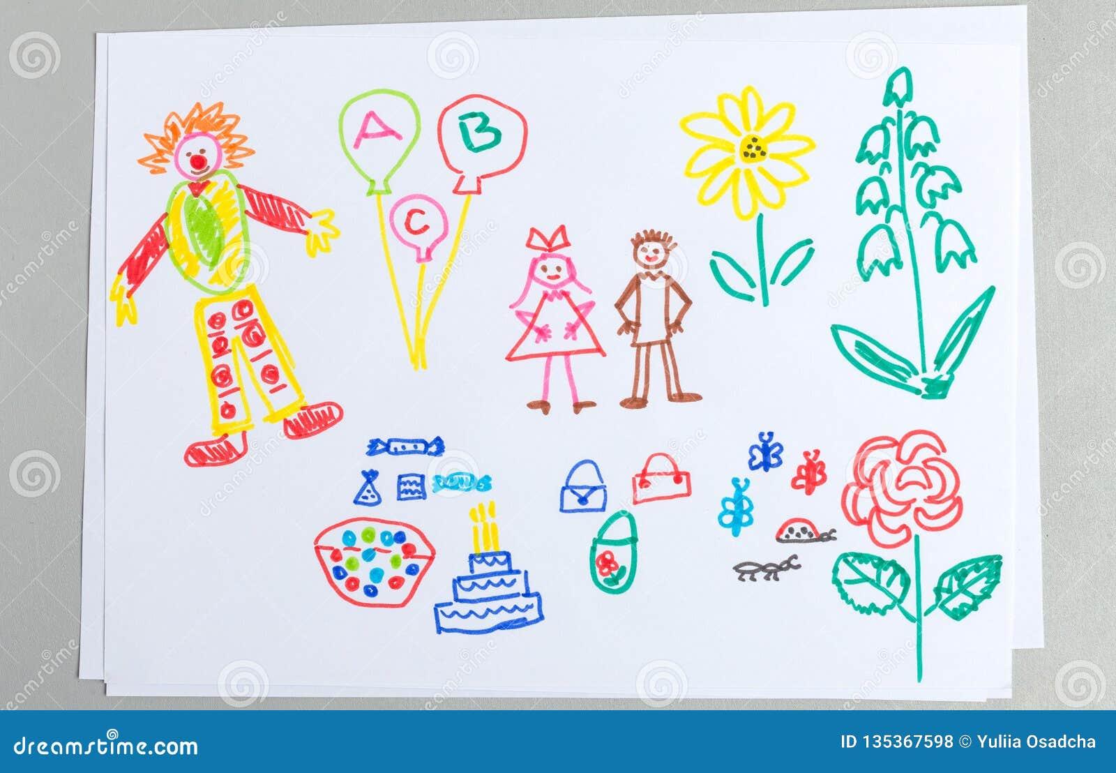 Os desenhos da criança ajustaram-se dos elementos da festa de anos isolados no fundo branco