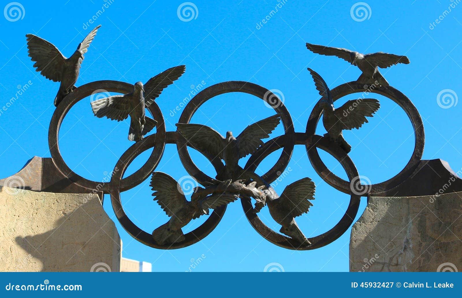 OS:en ringer, och Eagle skulptur i hundraårs- olympiskt parkerar i Atlanta, Georgia