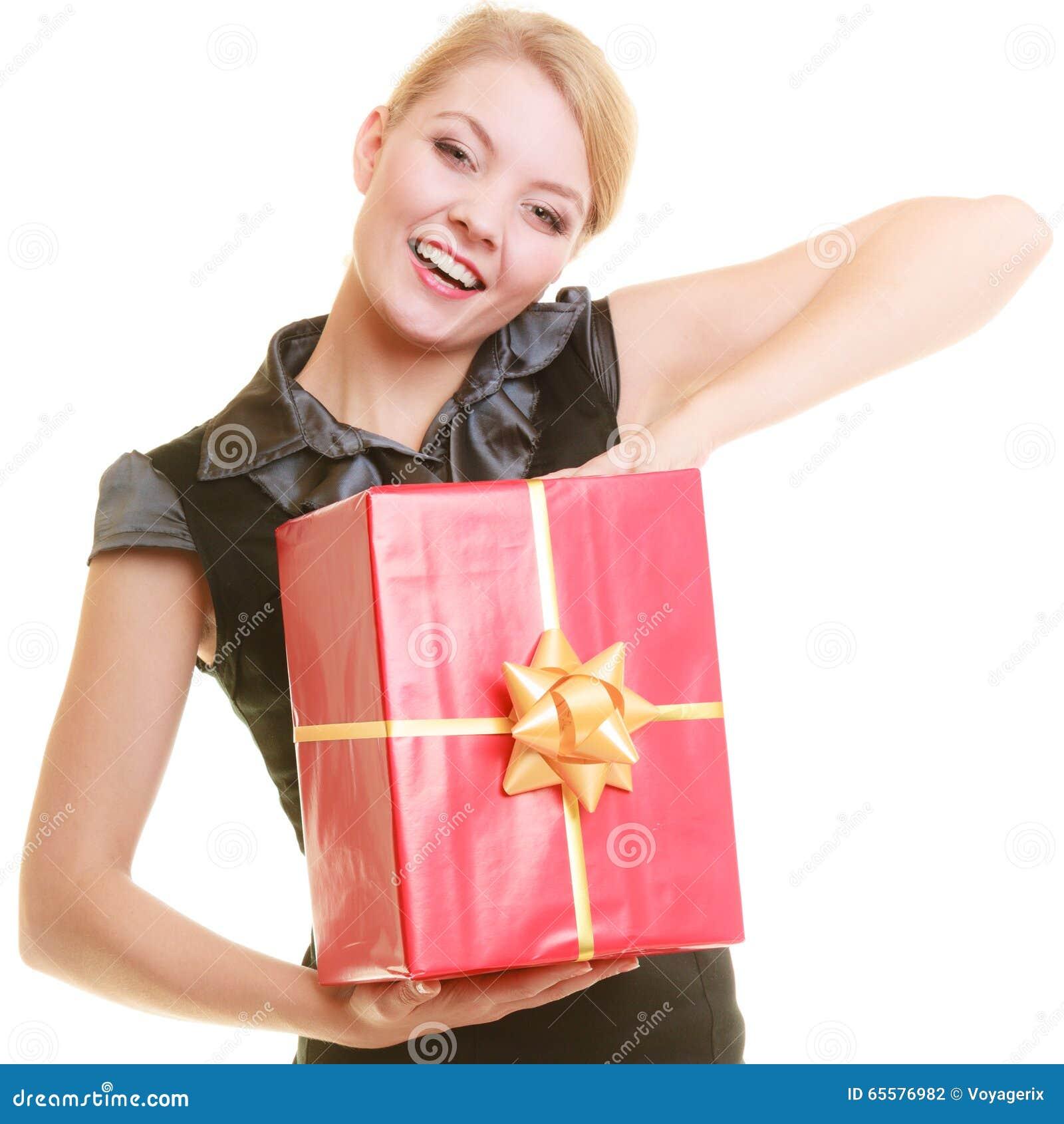 Os feriados amam o conceito da felicidade - menina com caixa de presente