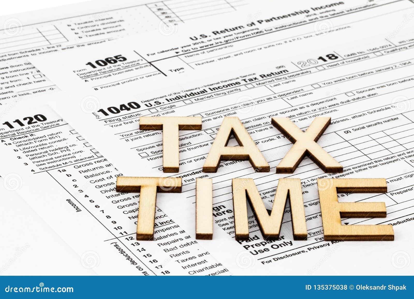 Os formulários de imposto 1040,1120,1065 Conceito do dia do imposto