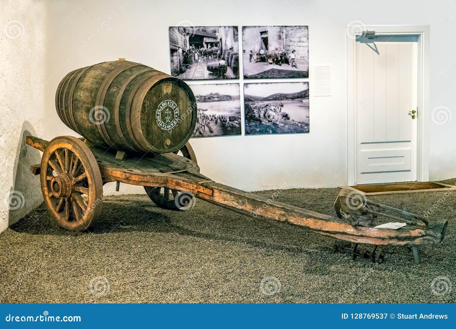 Os getrokken kar voor wijnvatten, Gaia, Portugal
