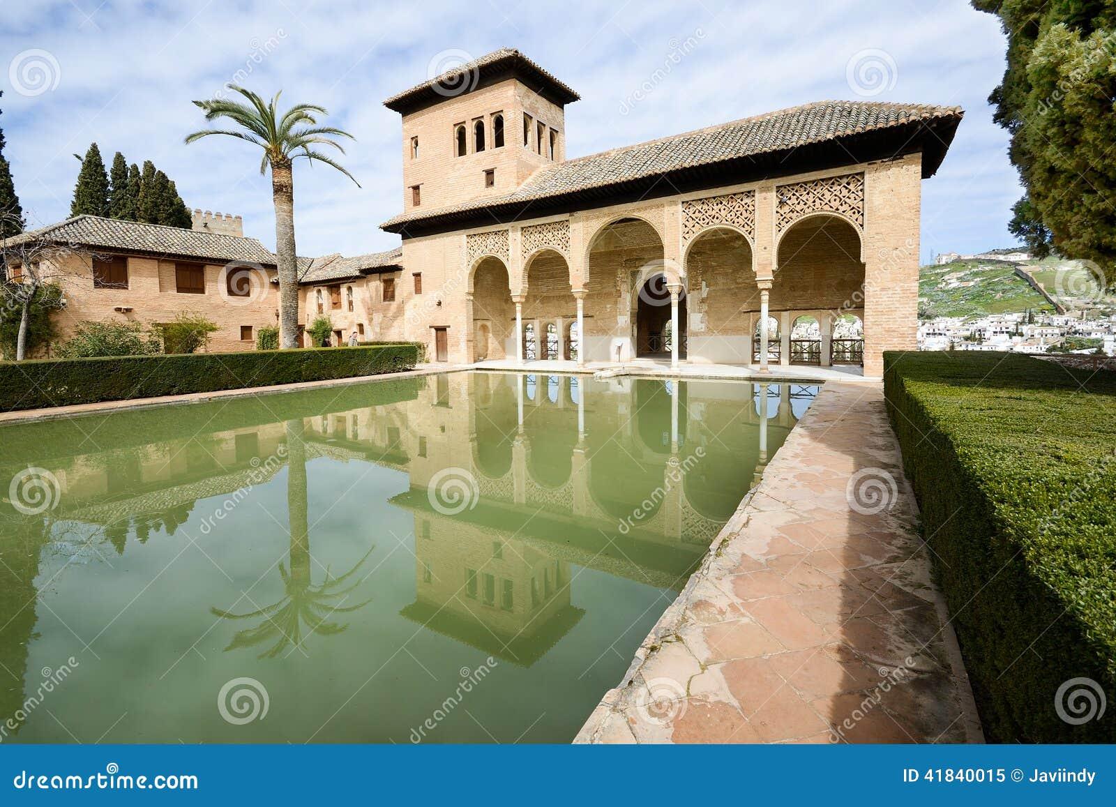 Os jardins de Partal de Alhambra em Granada