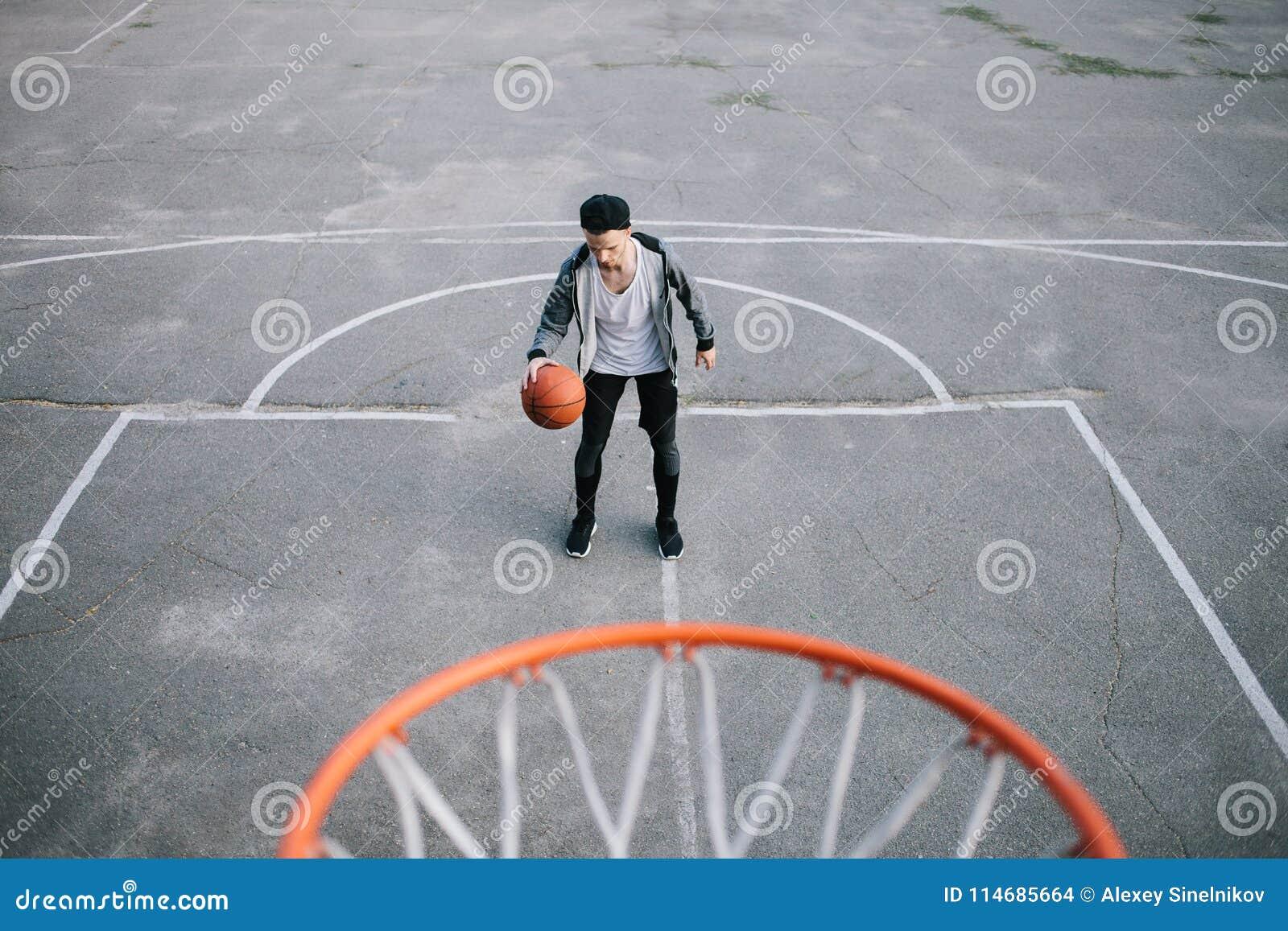 Os jogadores de basquetebol