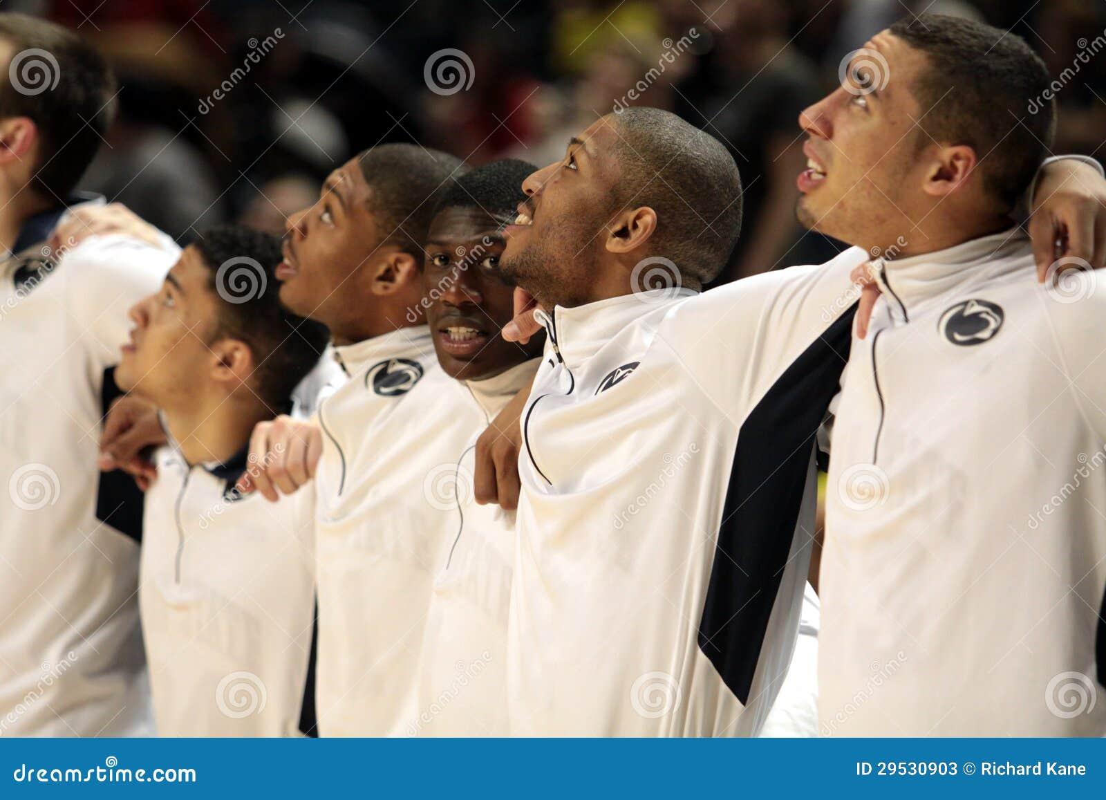 Os jogadores de Penn State comemoram a noite superior