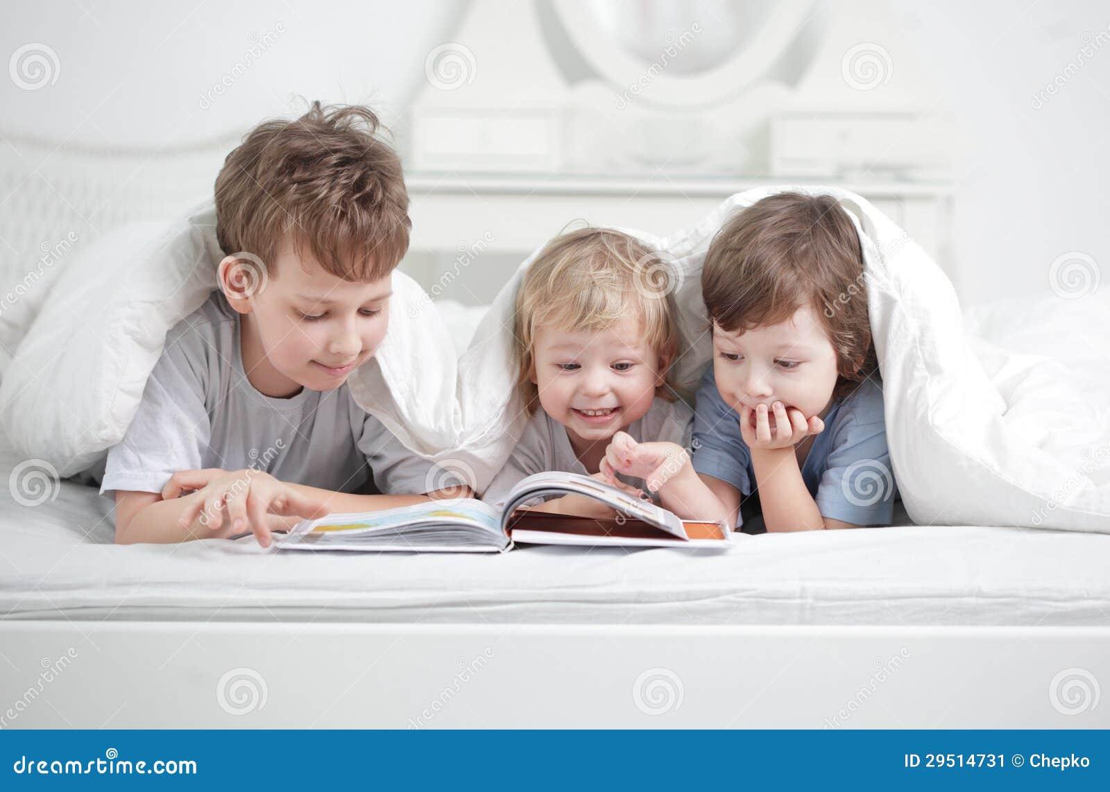 Os meninos leram o livro