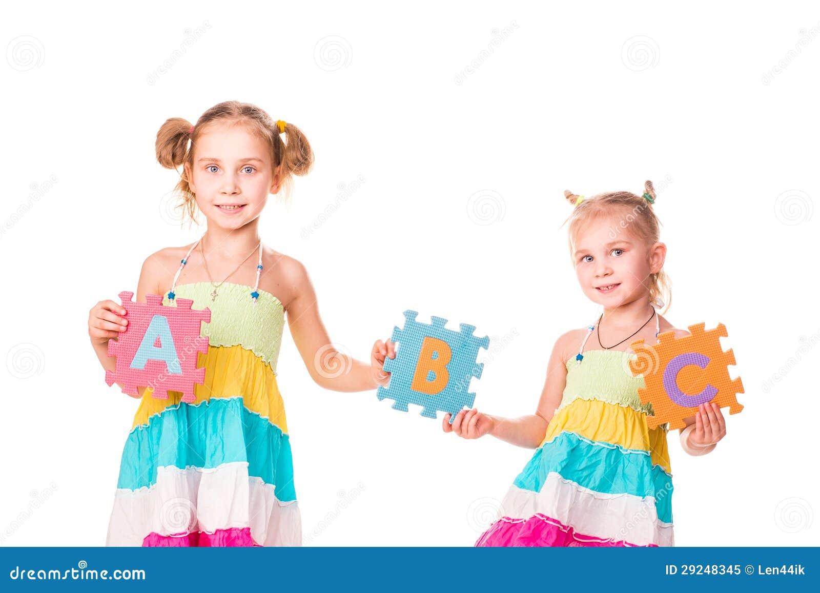 Download Os Miúdos Felizes Que Guardaram O Alfabeto Rotulam ABC Imagem de Stock - Imagem de fundo, arte: 29248345