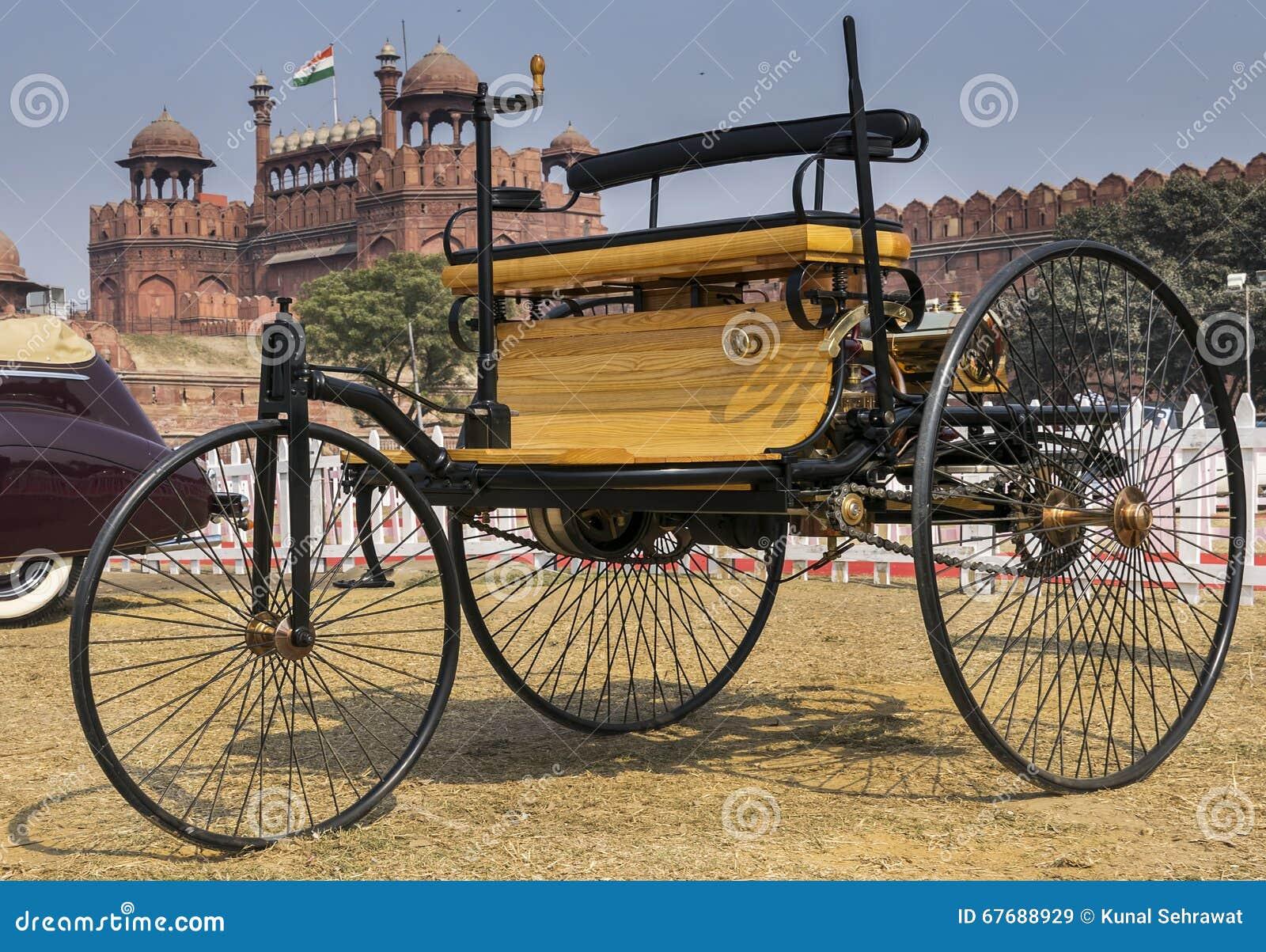 Os mundos gasolina-abasteceram primeiramente o veículo do automóvel o Motorwagen