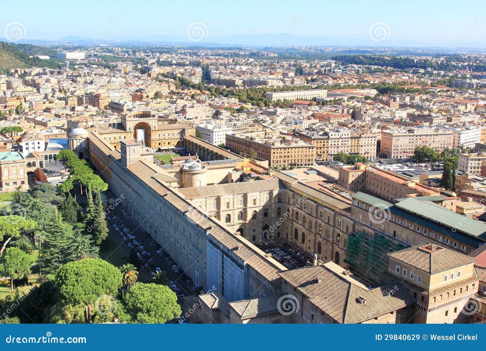 Vista da basílica em museus de Vatican, Roma de St Peter