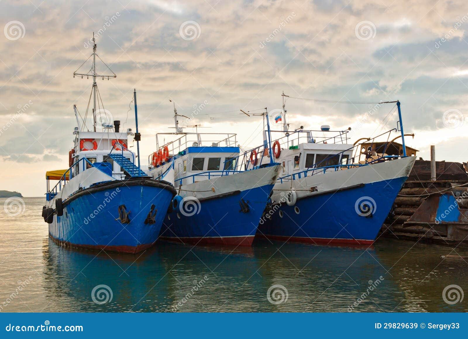 Os navios de passeio em Baikal