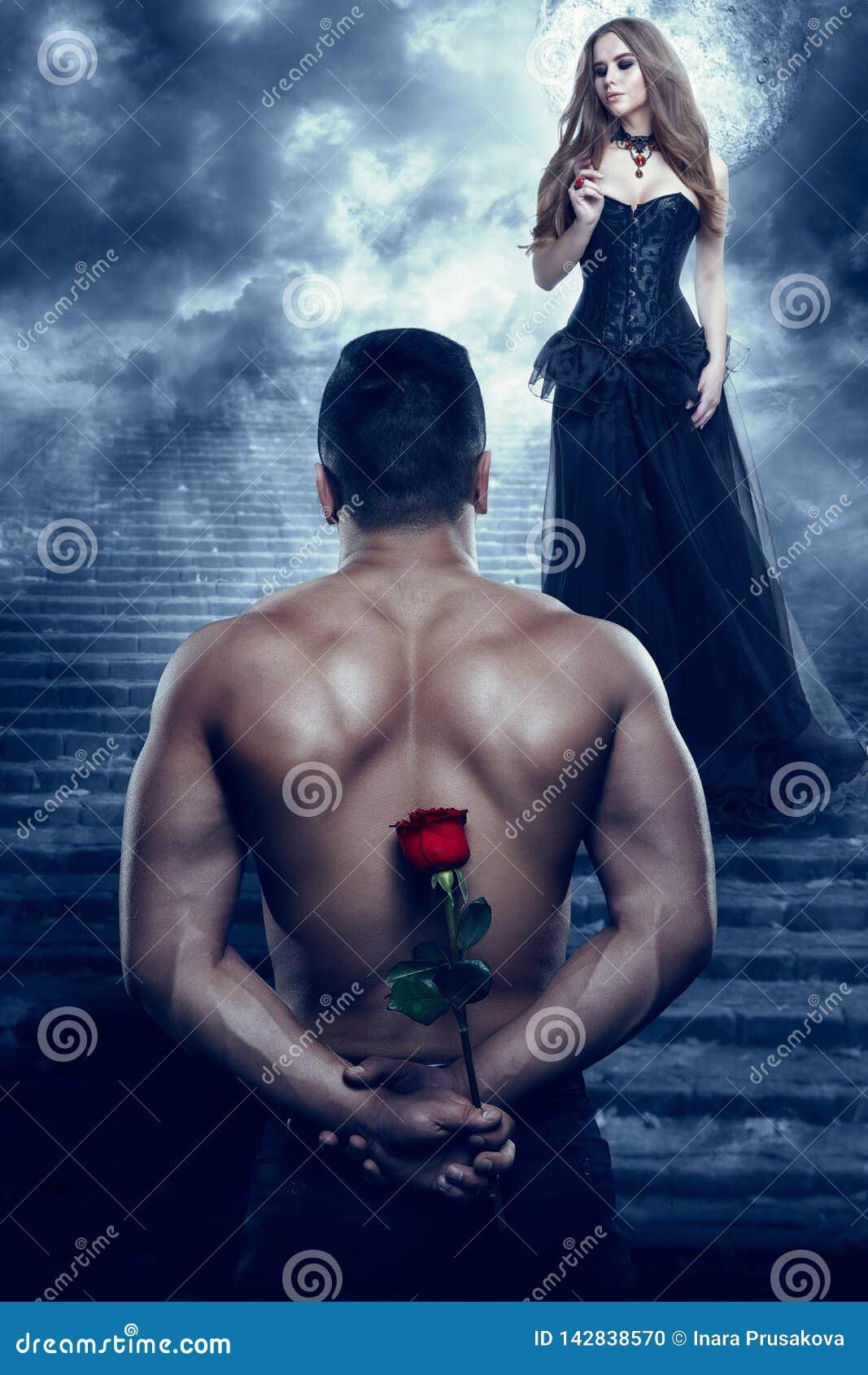 Os pares românticos, homem dão a flor à mulher bonita, terra arrendada atlética Rosa do amante  sexy