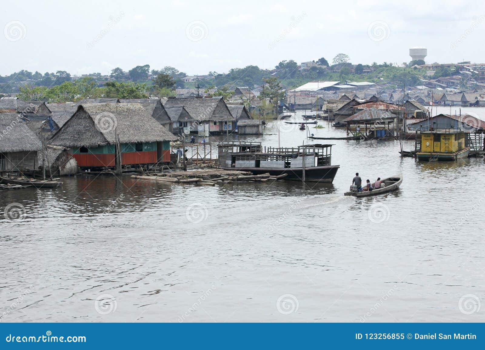 Os precários da vila de Belen em Iquitos