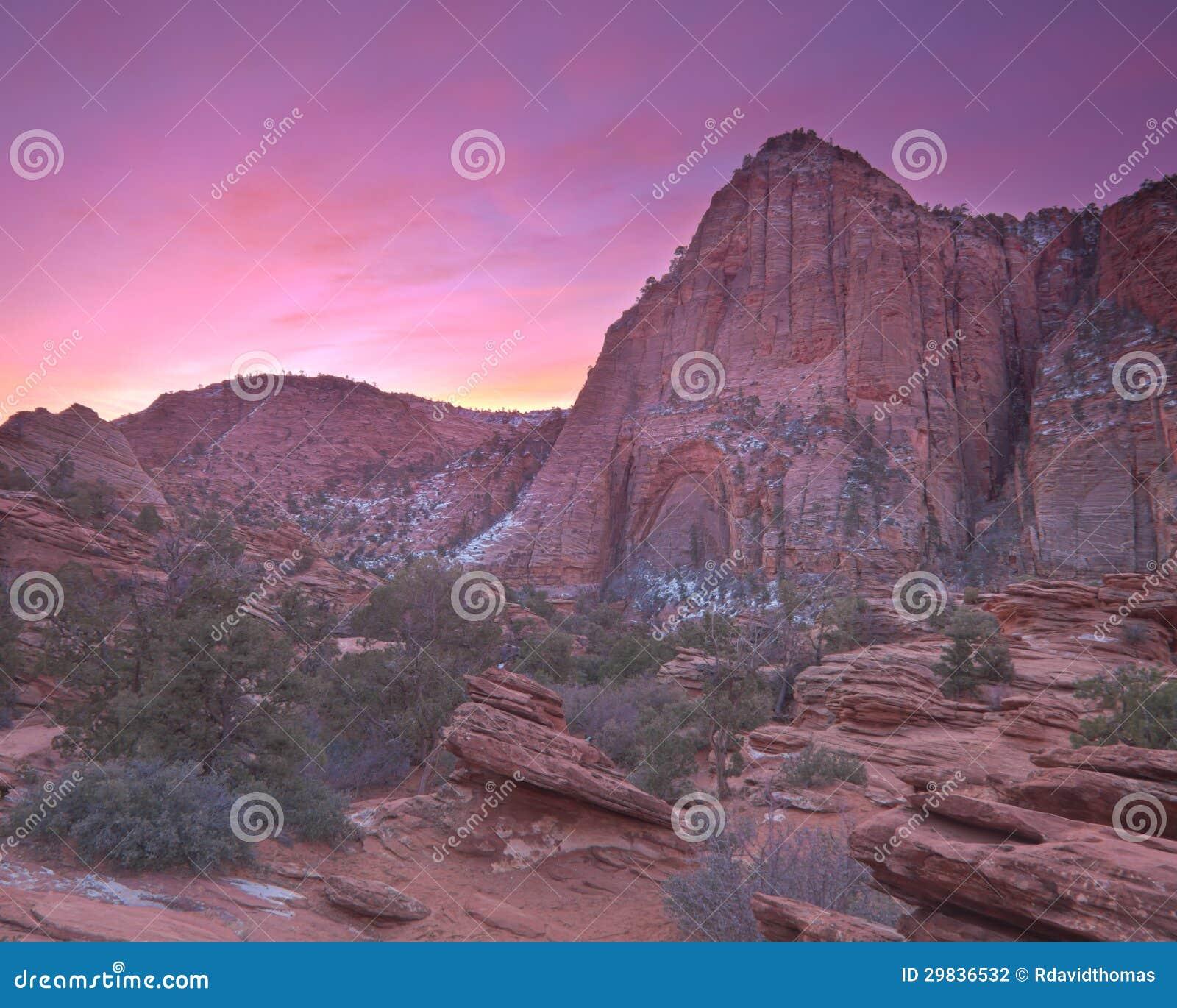 Nascer do sol sobre o parque nacional de Zion