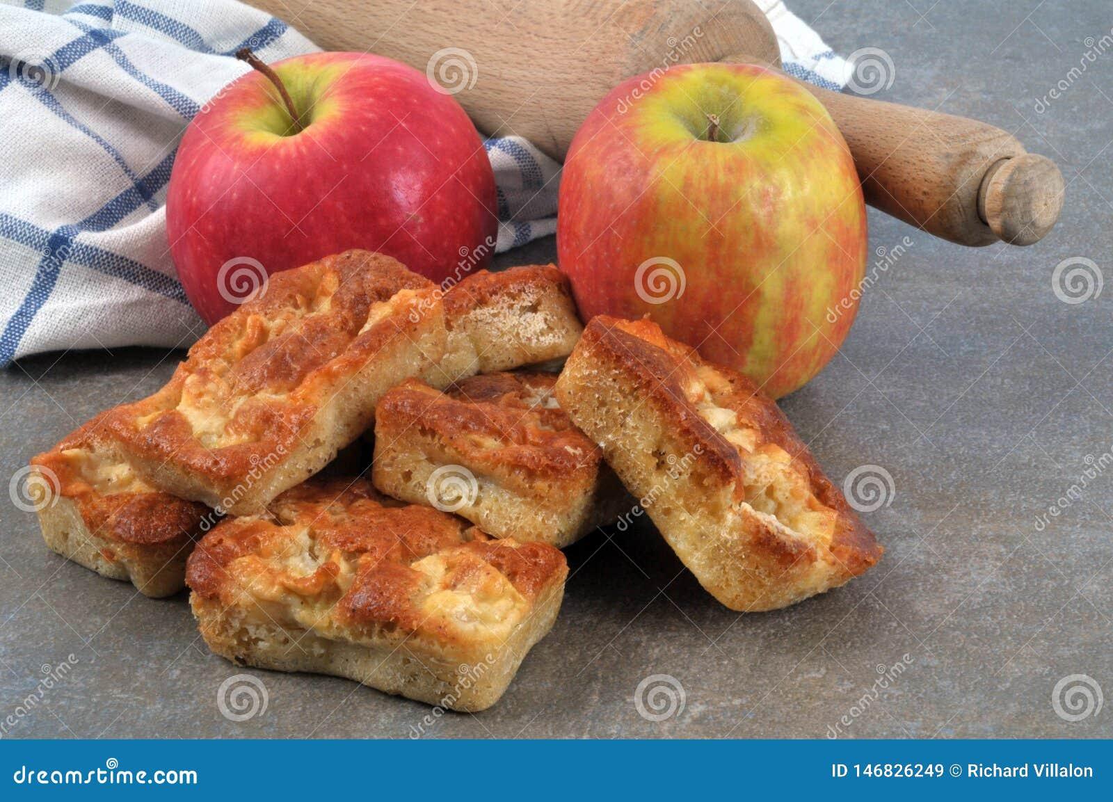 Os queques com maçãs fecham-se acima