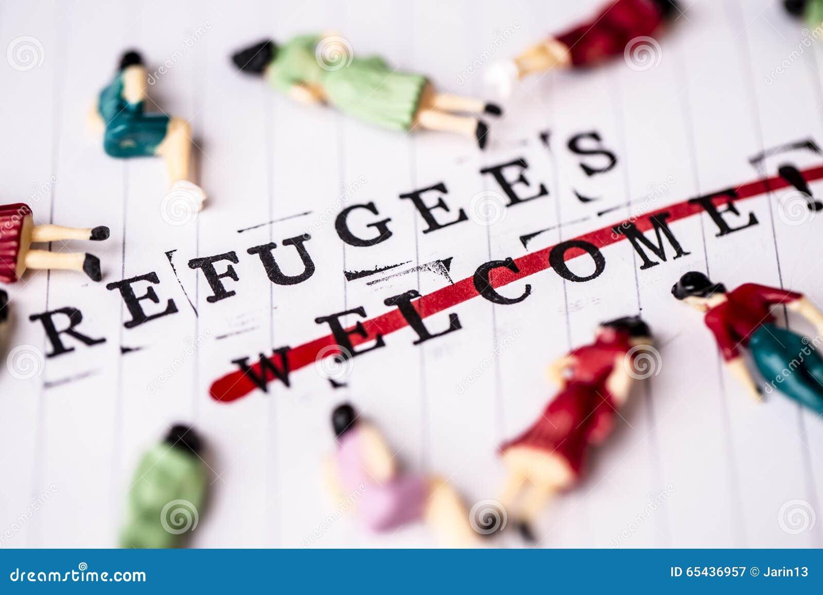 Os refugiados dão boas-vindas ao texto do strikethrough no papel