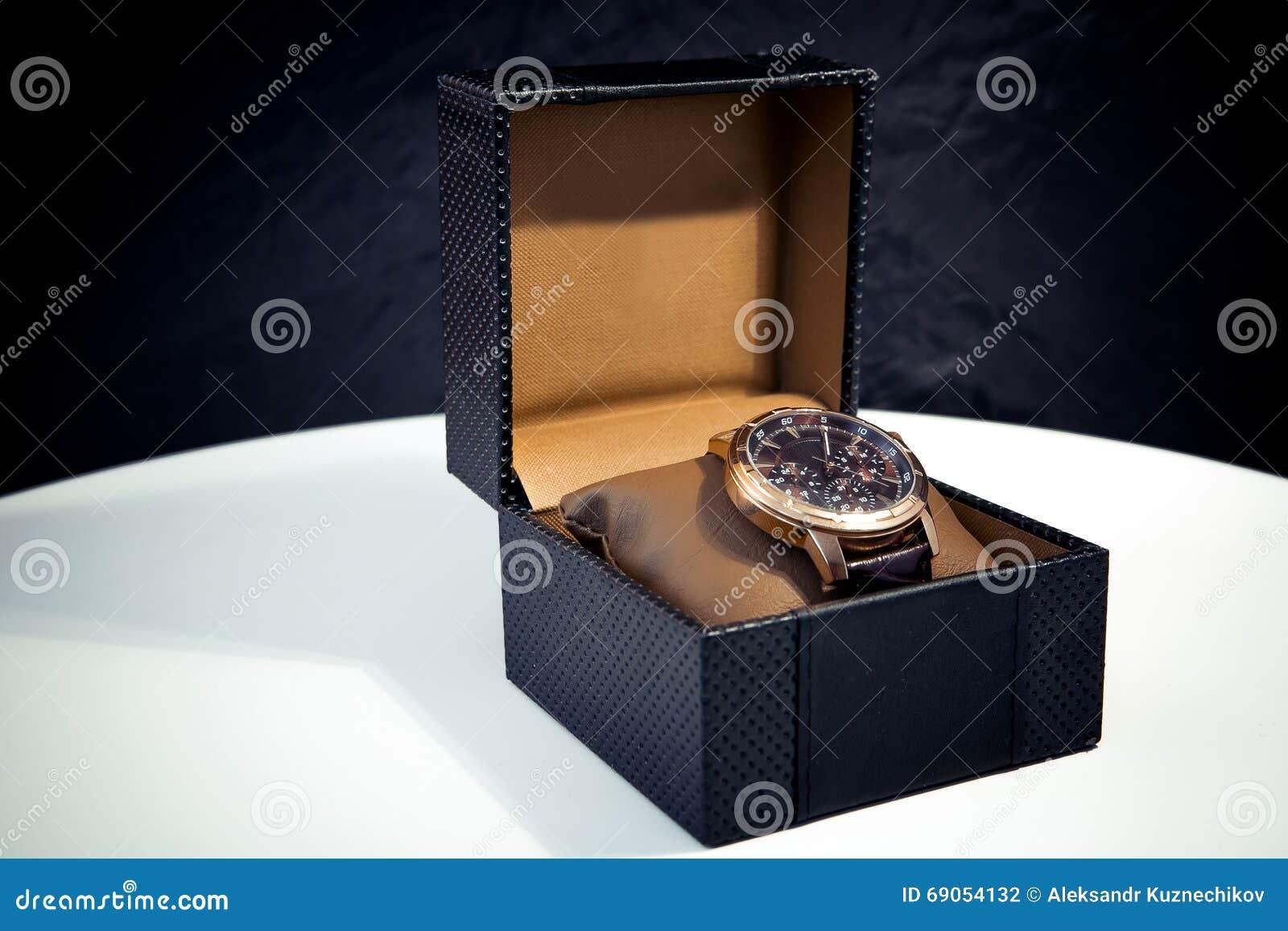 eb2ad1fc1f3 Relógio de pulso dourado mecânico suíço dos homens com tachymeter
