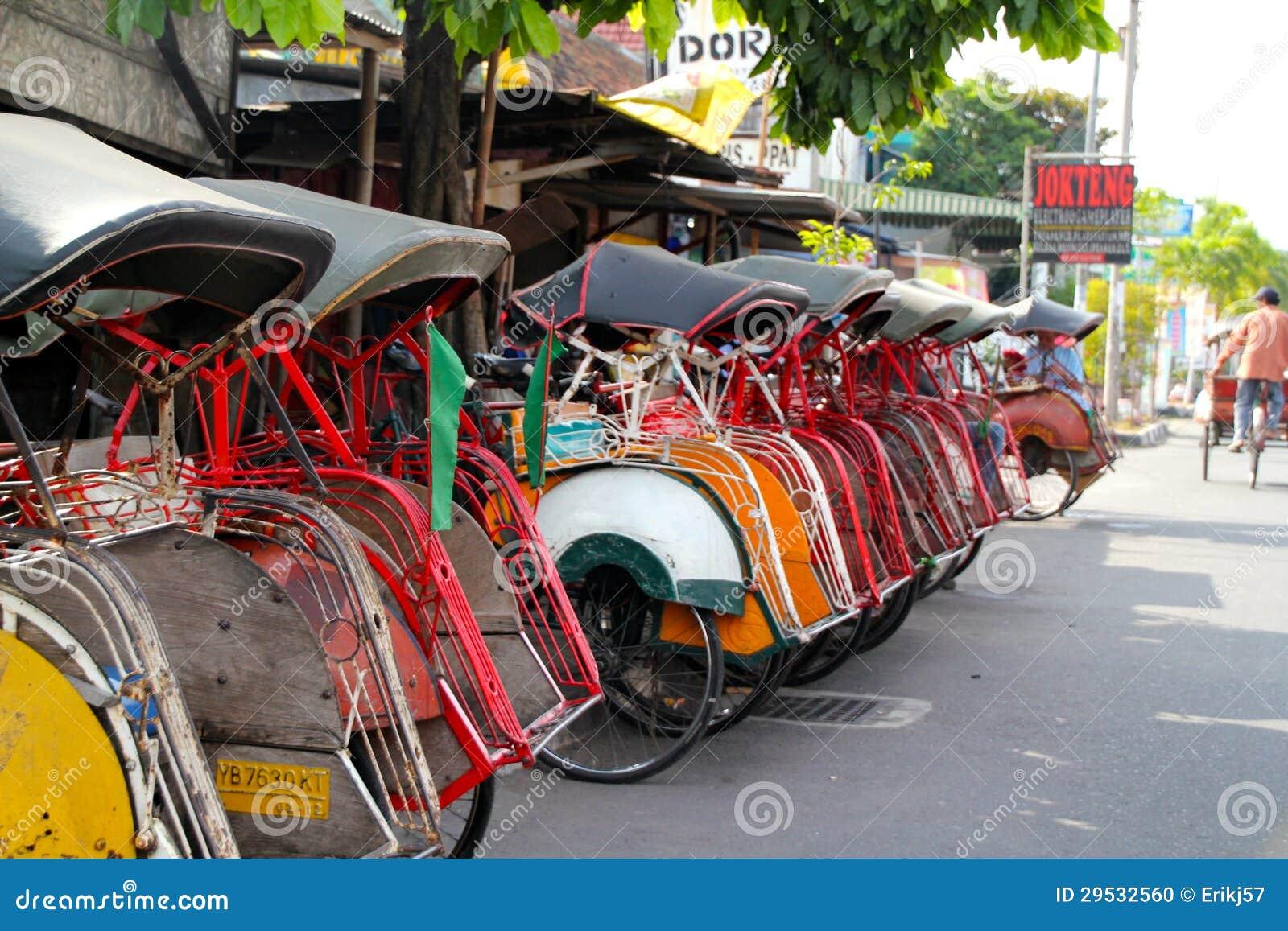 Os riquexós de Becak têm a parte tornada de Yogjakarta  do        sistema económico de s